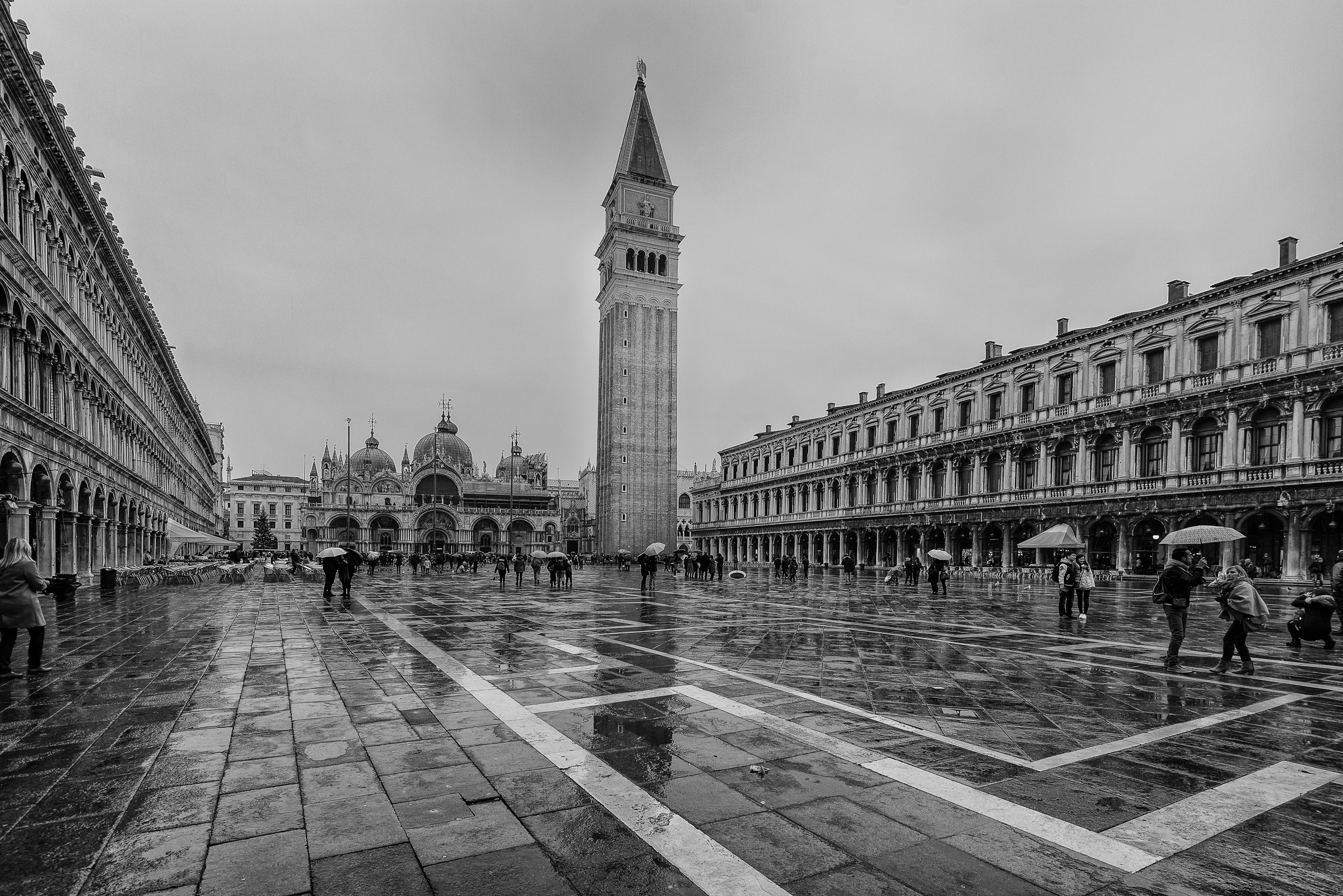 The gloomy day does not erase the charm of Piazza S...
