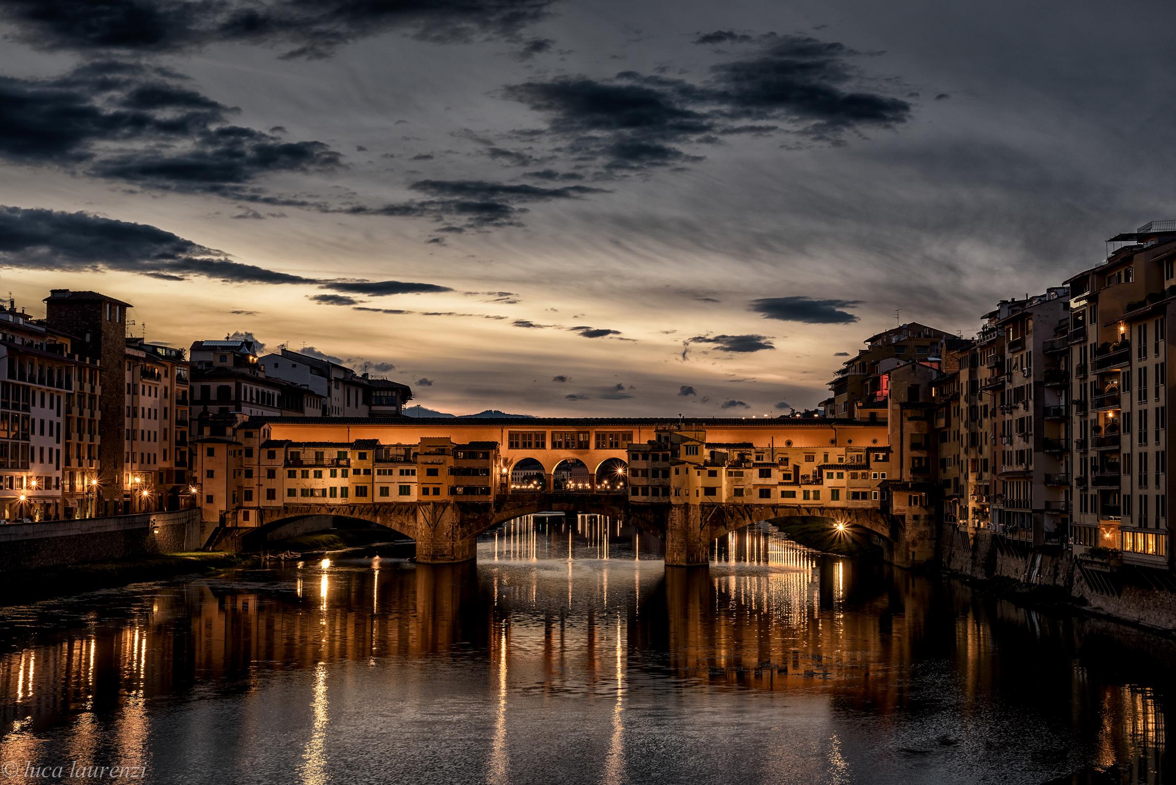 sunrise over the Ponte Vecchio (magazine)...