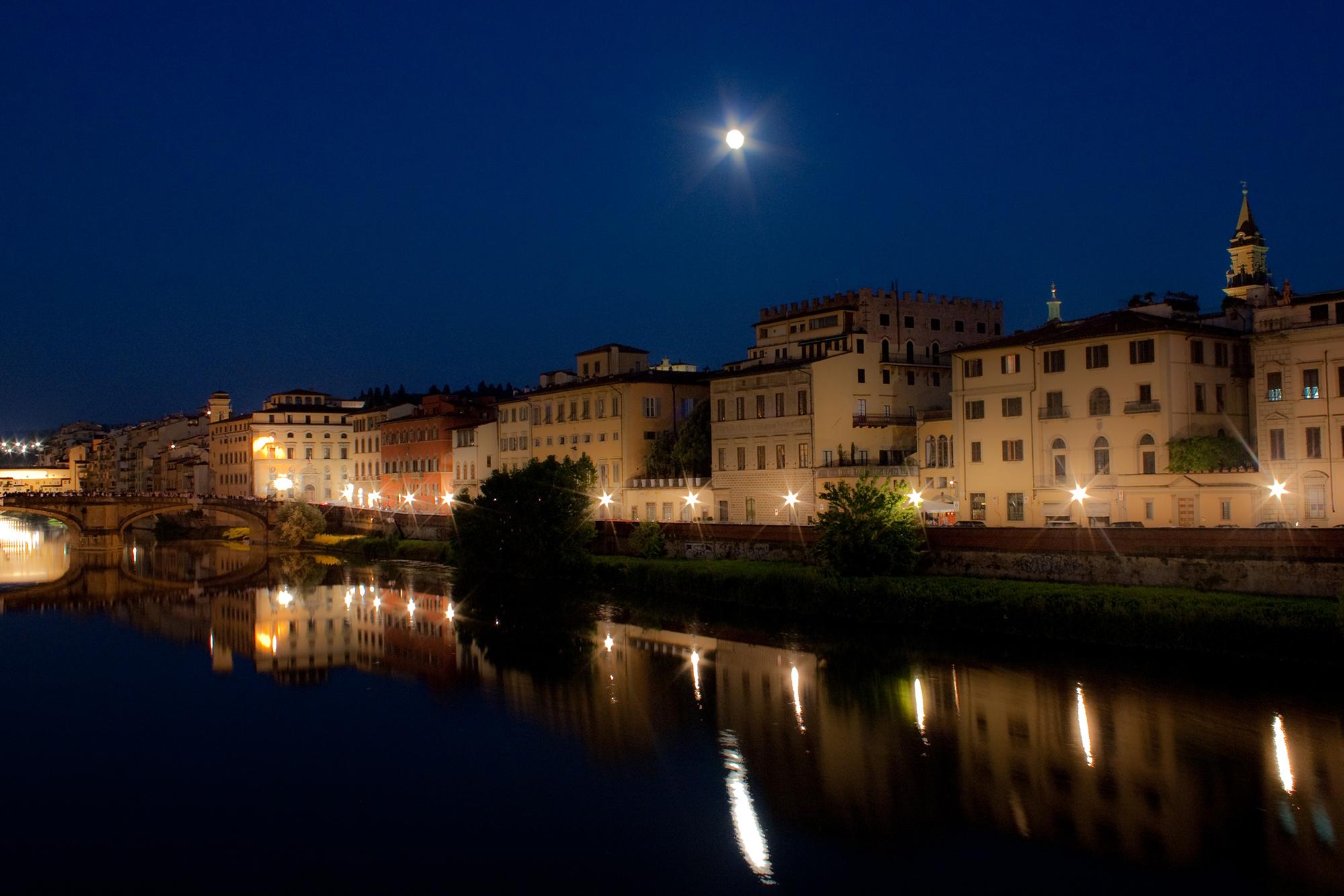 Luna sull'Arno...