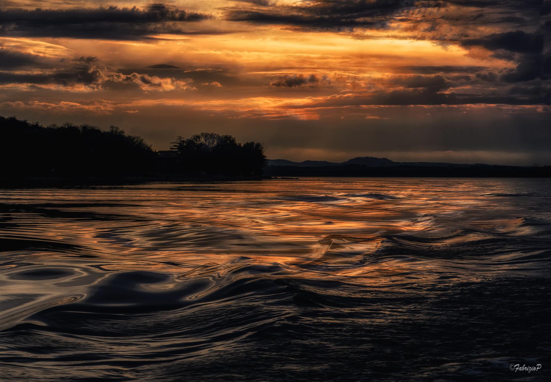 The last light on the lake ...
