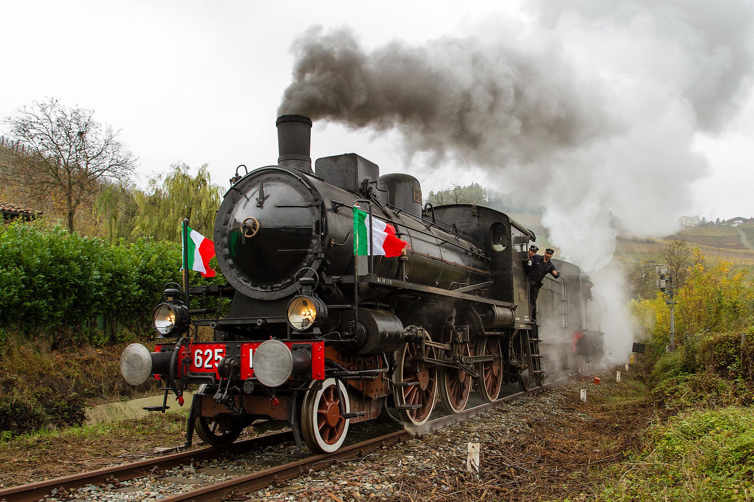 Historical train Turin Canelli...