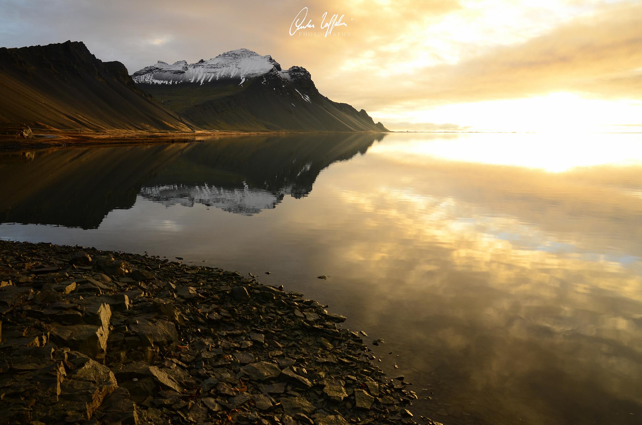 Islanda, costa sud-orientale. Riflessi....