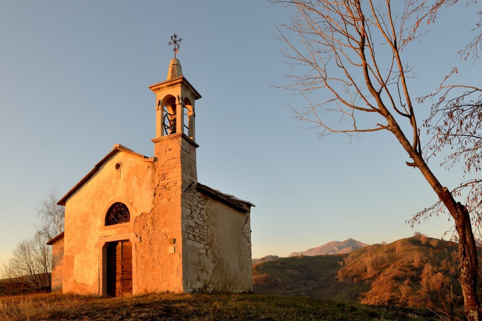 Chiesetta di S.Bortolo Delle Montagne (vr)...