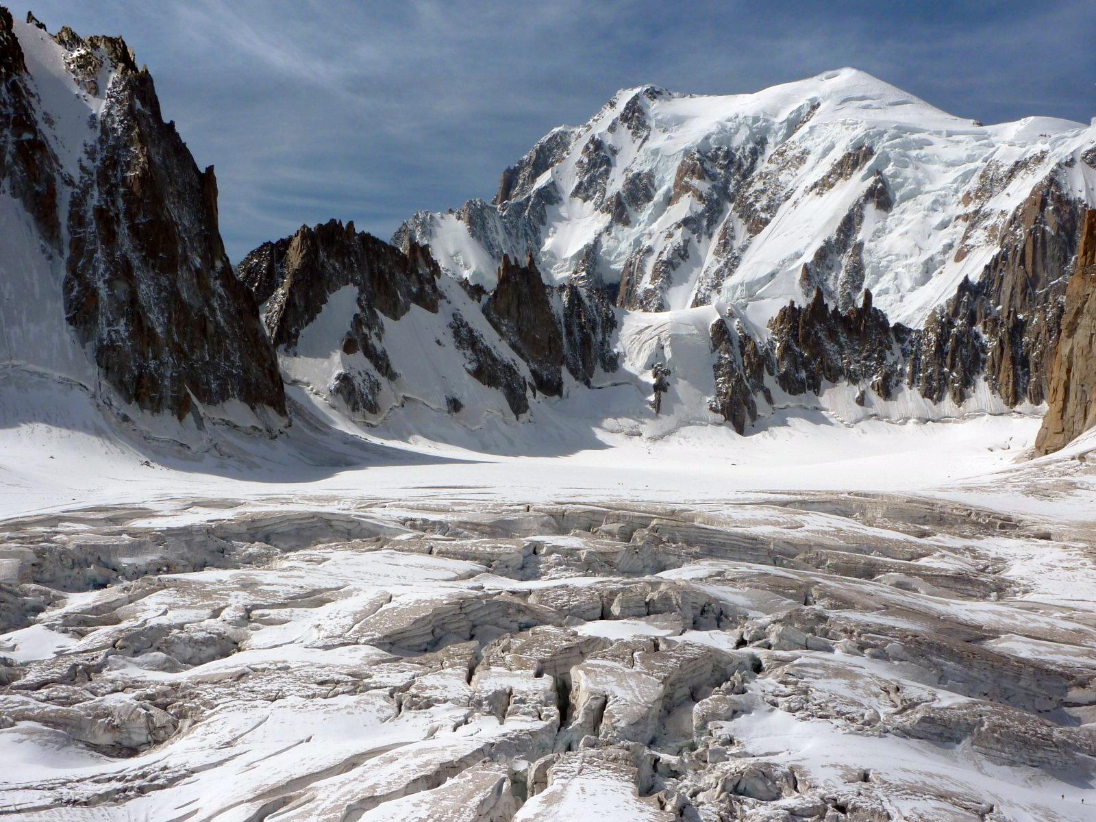 Seracchi davanti al Monte Bianco....
