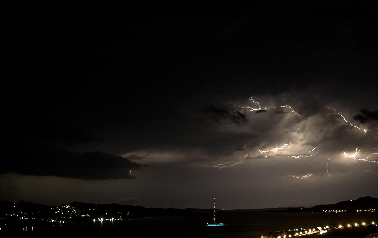 Tempesta di fulmini alla spiaggia La Sciumara...