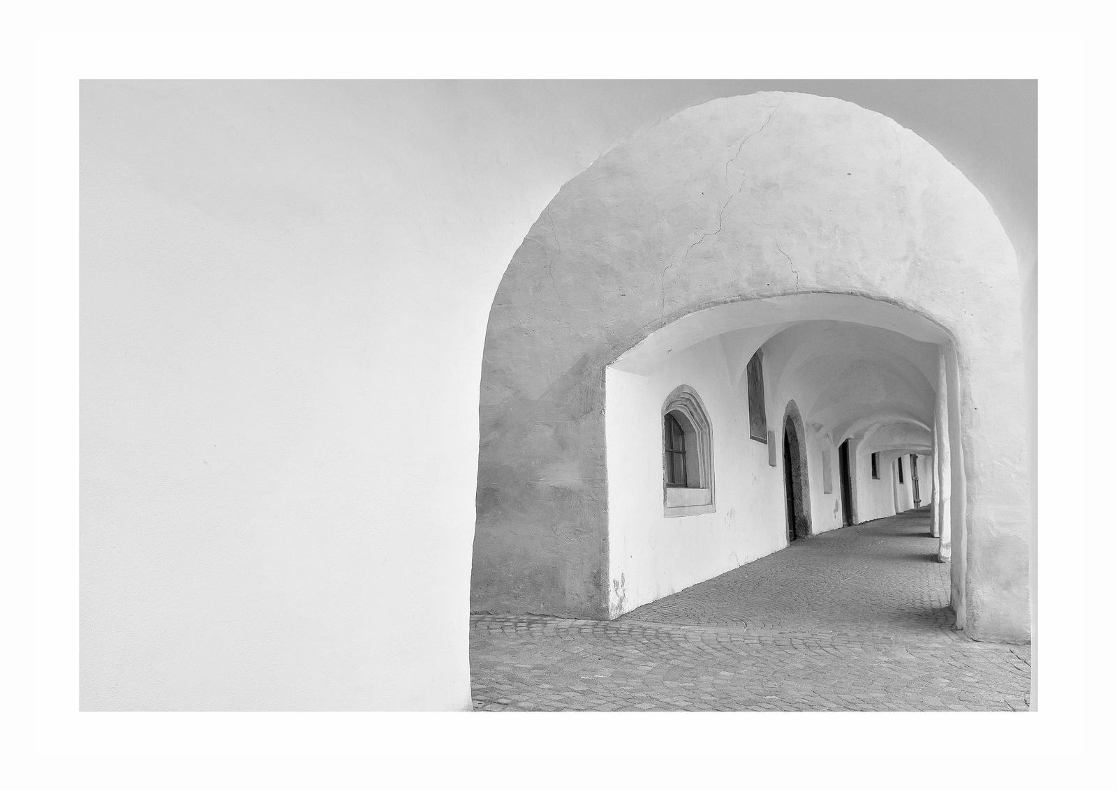 The arcades of Glorenza...