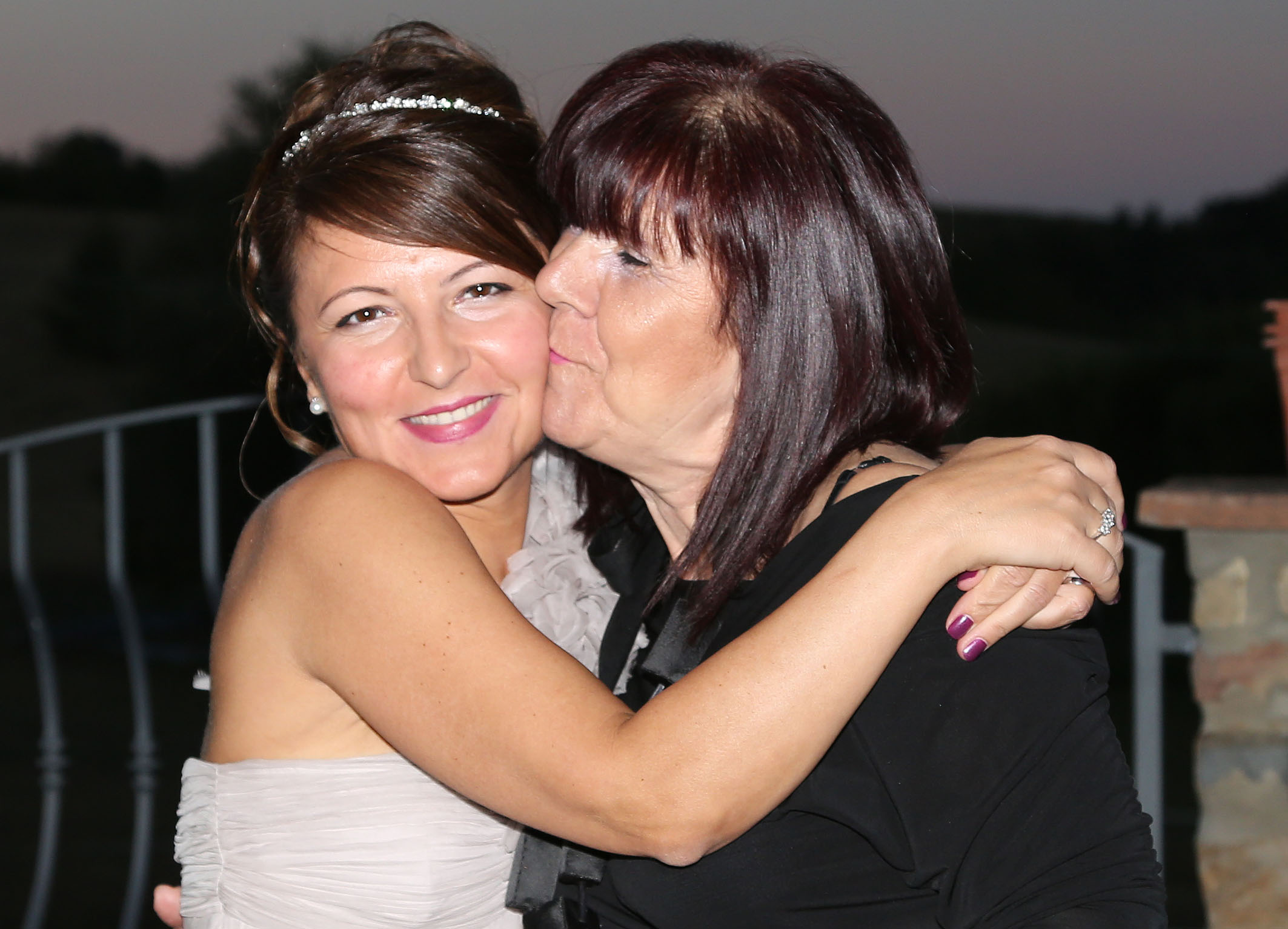 kiss bride and aunt...