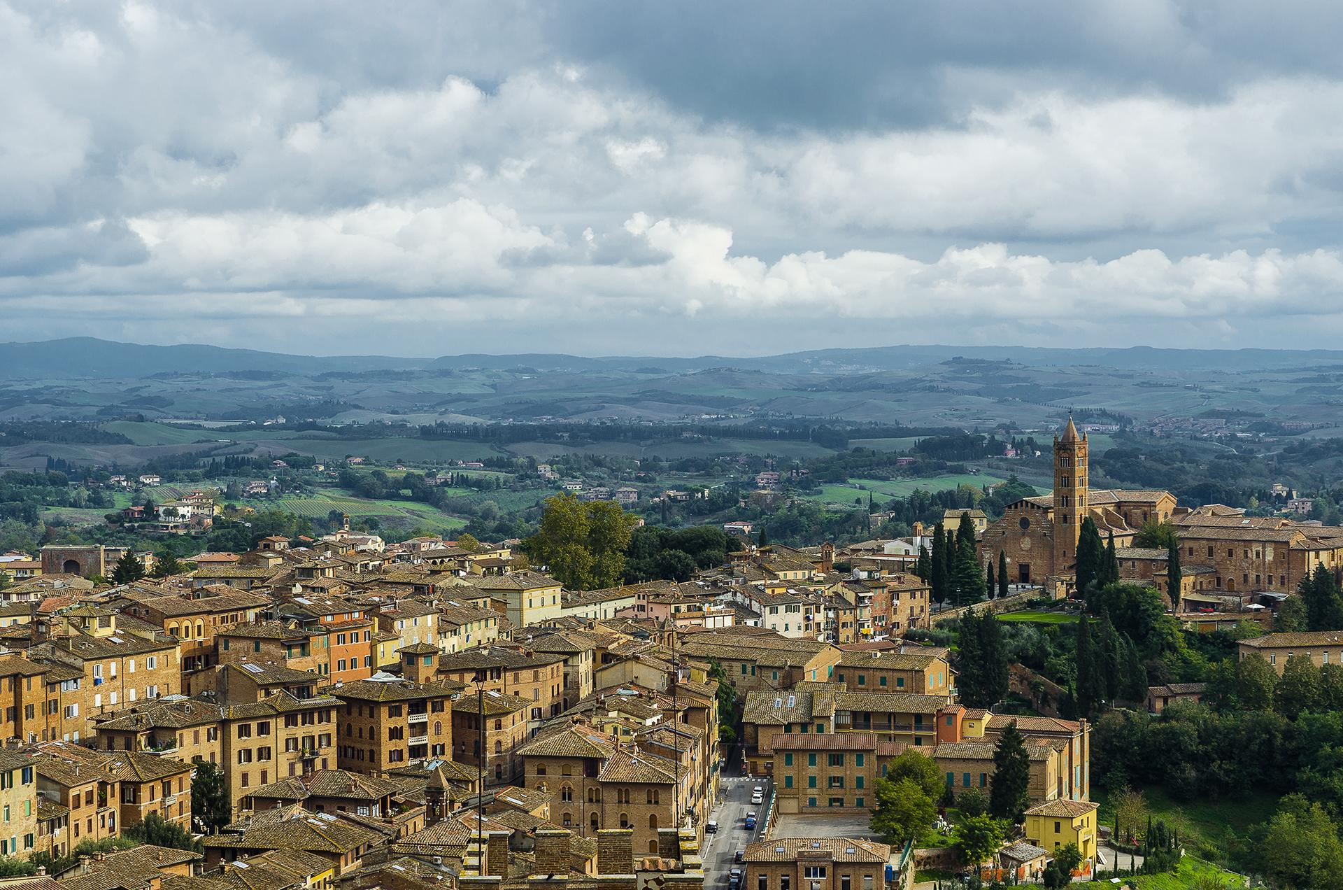 Siena: panorama verso sud dal frontone del duomo...
