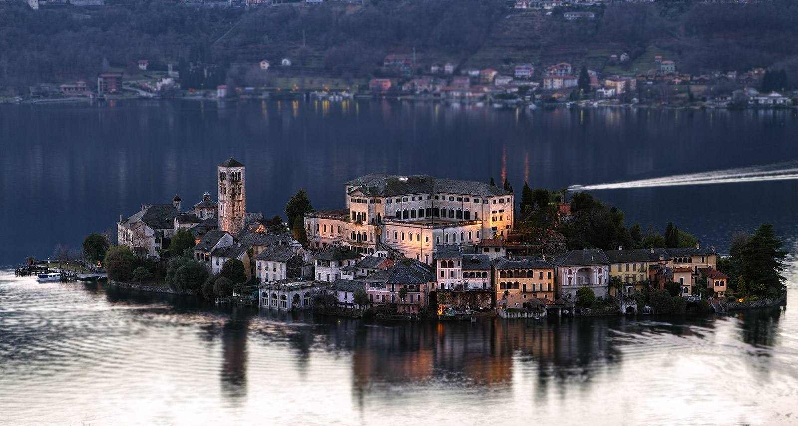Island of San Giulio in Sacromonte .........