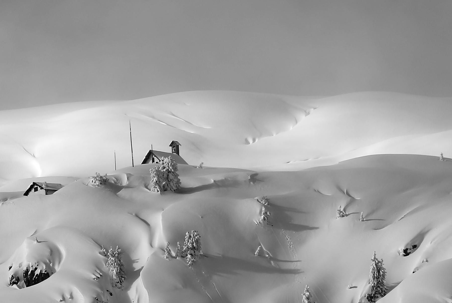 Chiesetta in alta montagna Misurina...