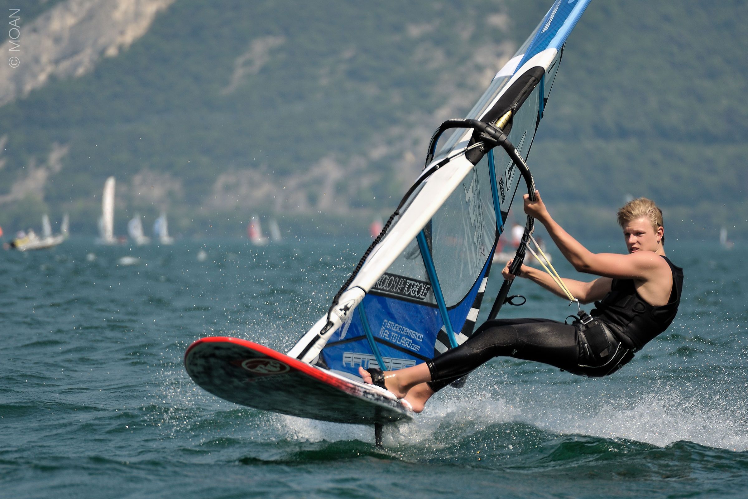 Windsurfing Speed> 60km / h...