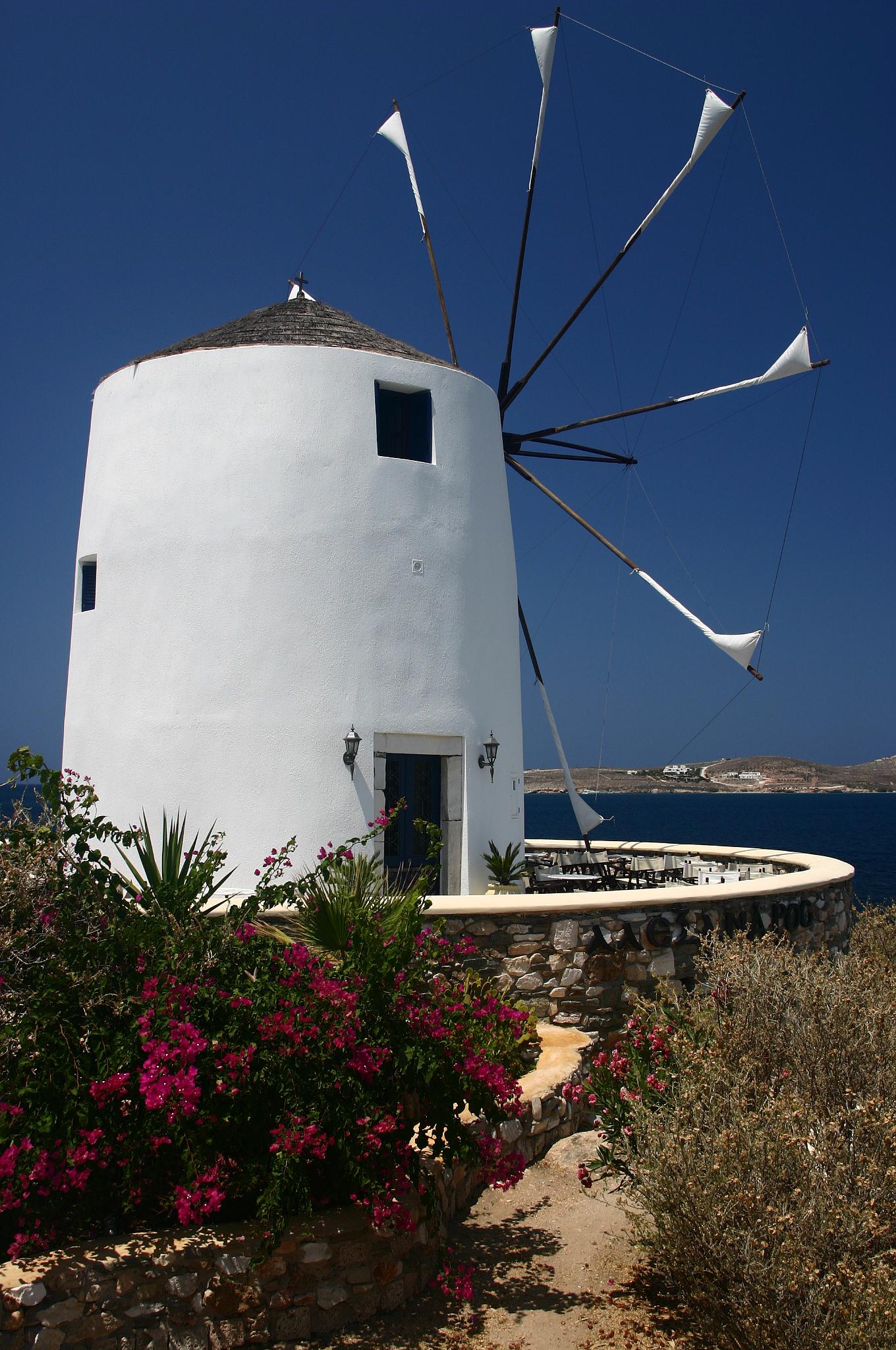 La windmile di Parikia, Paros / Grecia...