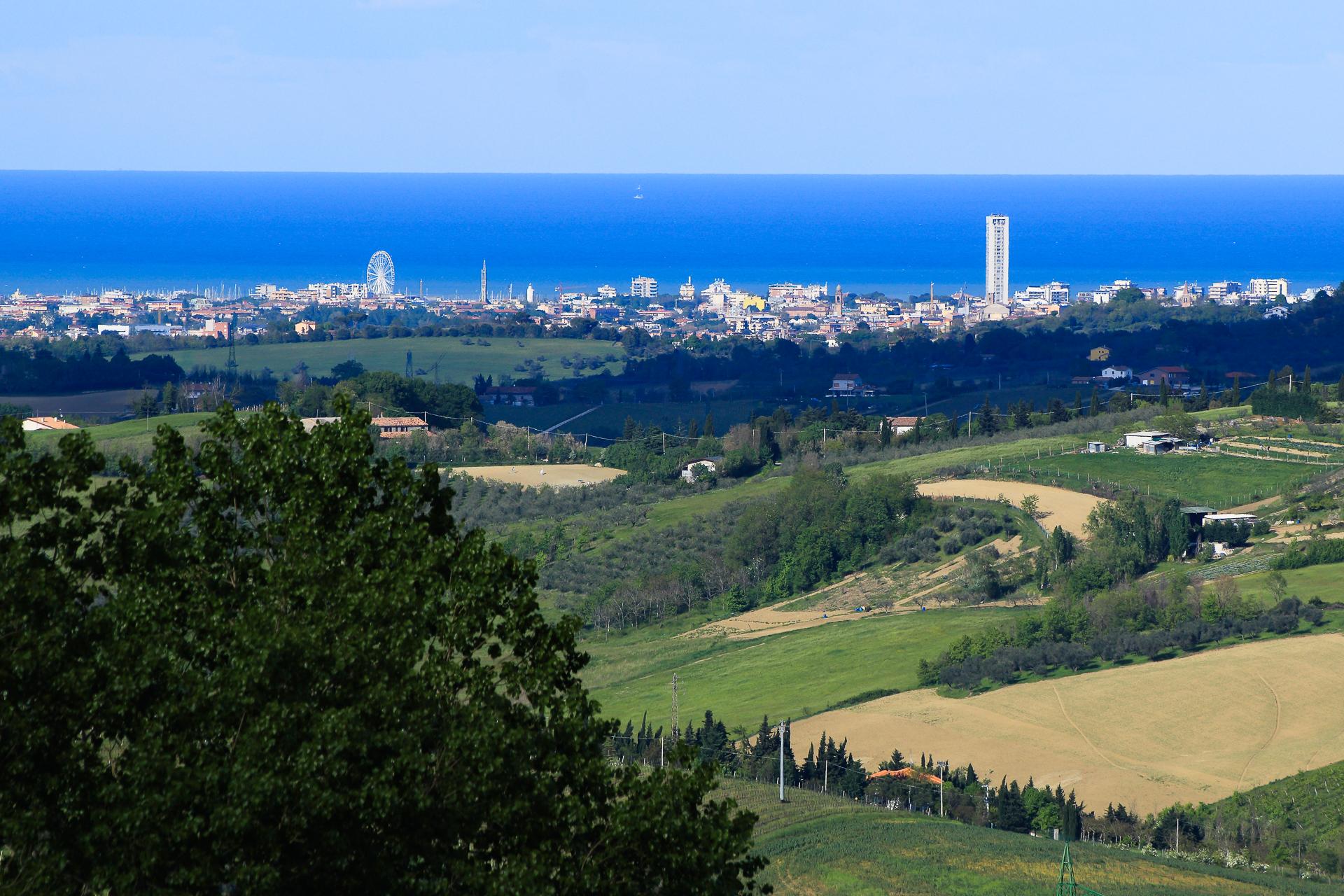 Rimini ruota e grattacielo...
