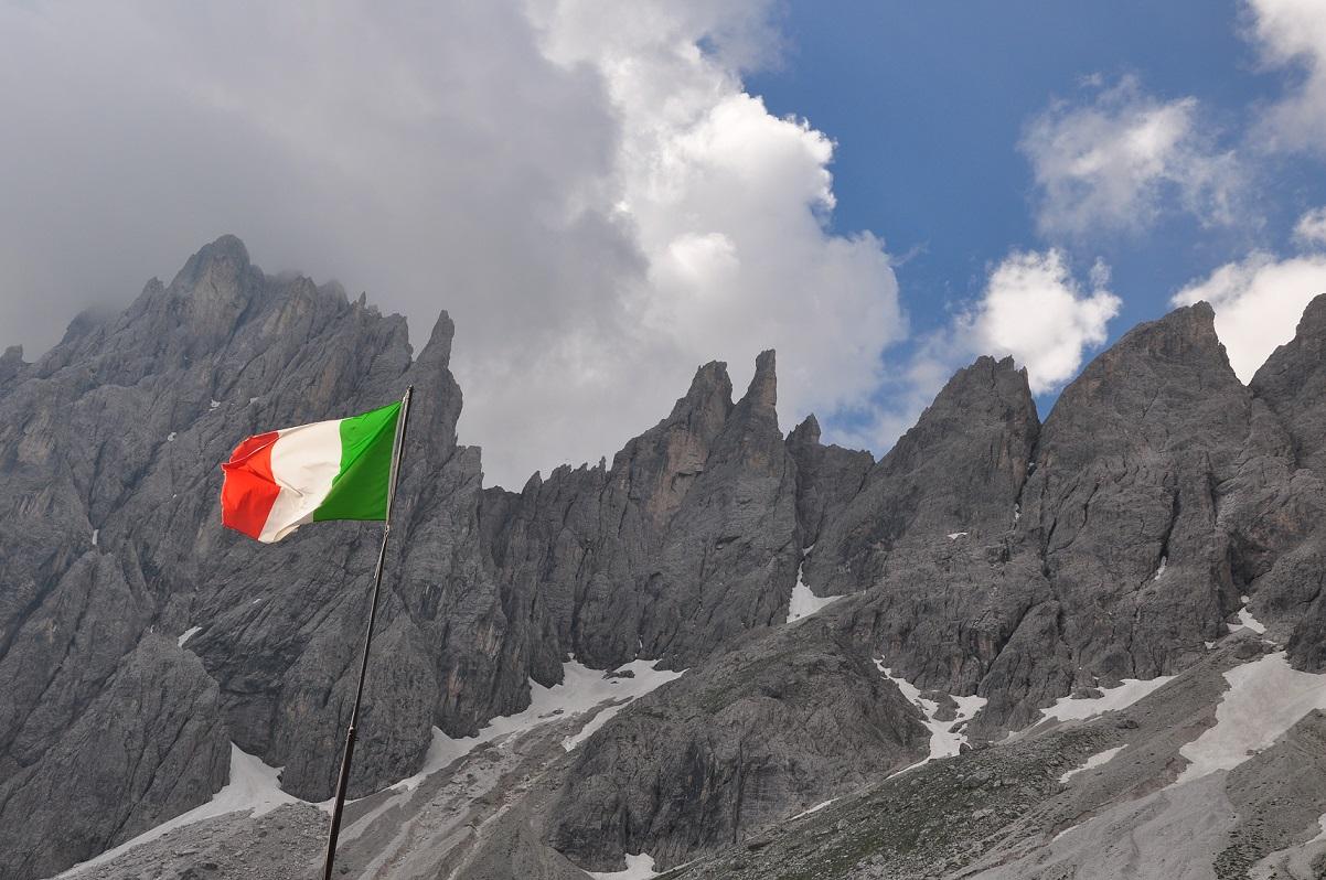 il Tricolore e le Dolomiti...