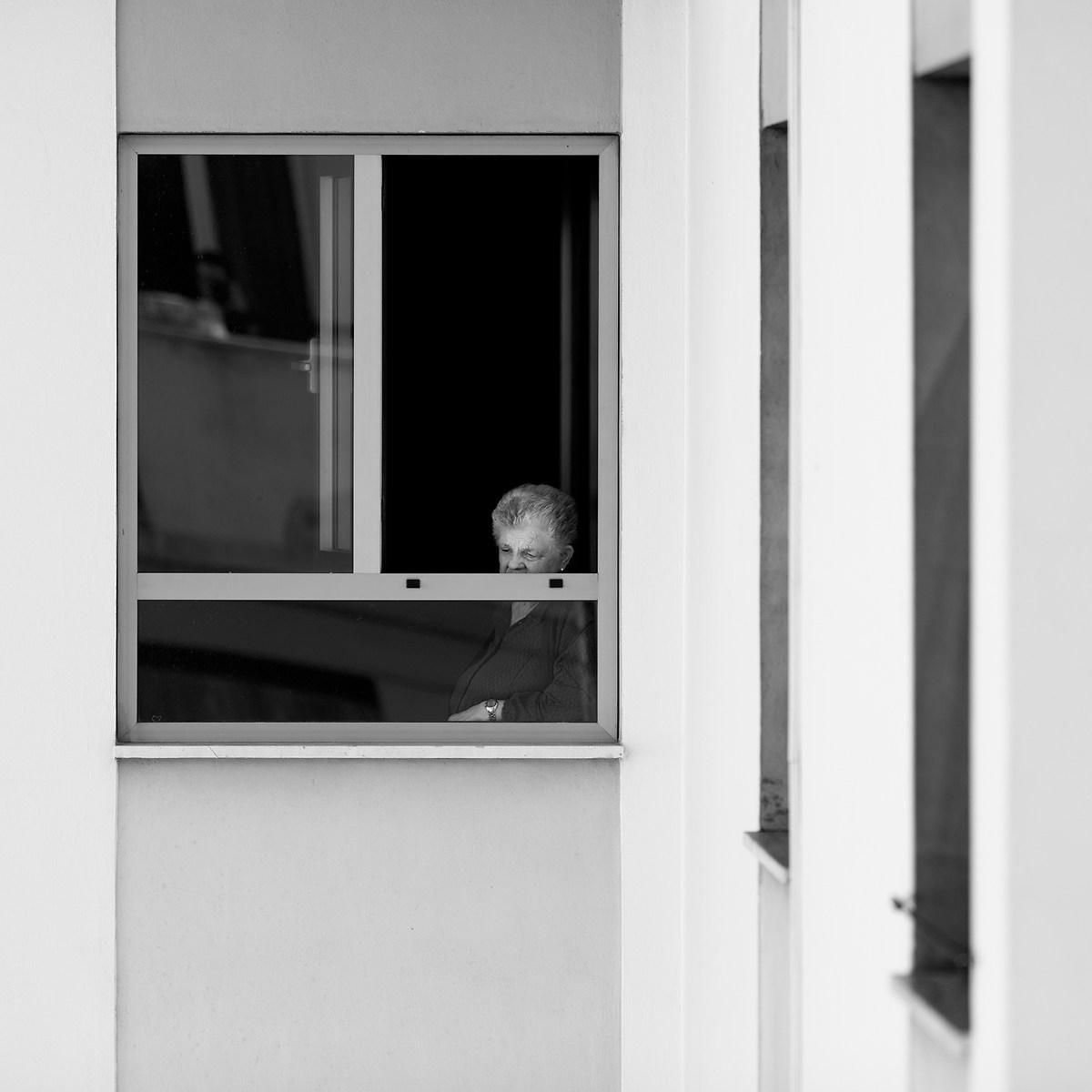 La ragazza alla finestra juzaphoto - Ragazza alla finestra ...