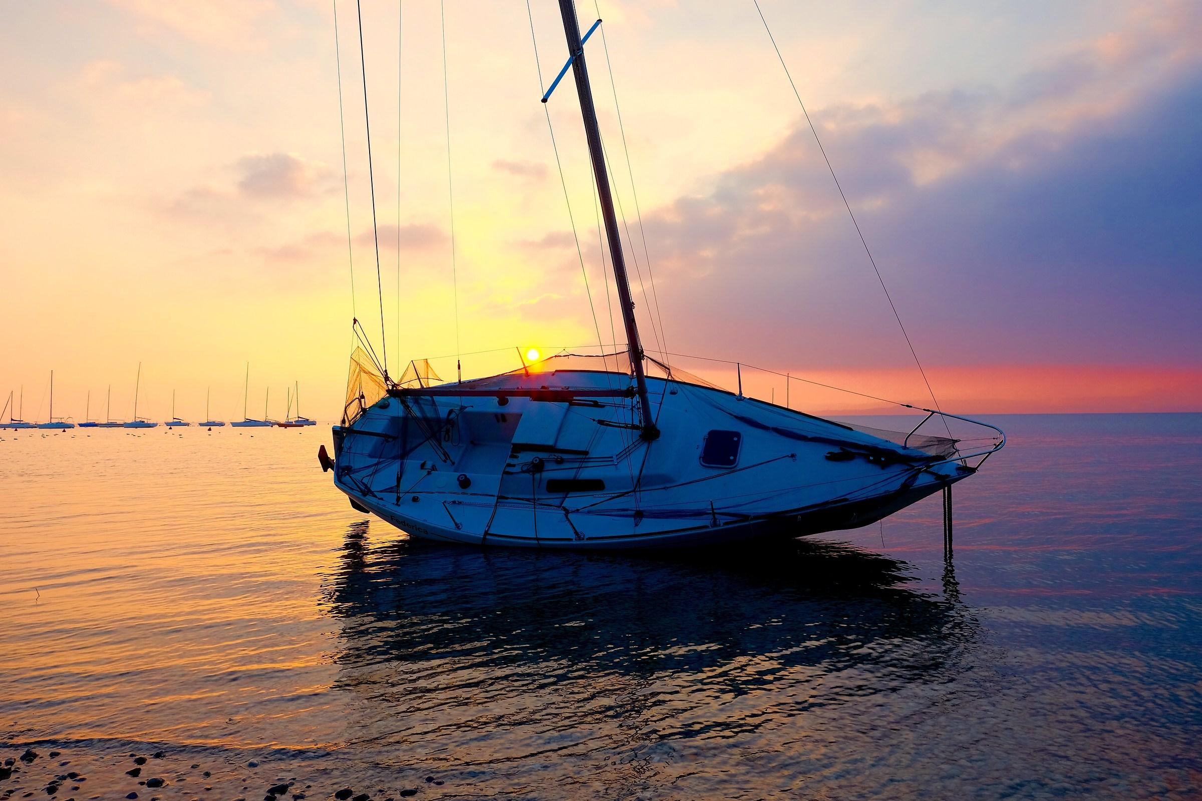 La vela omaggia il tramonto...