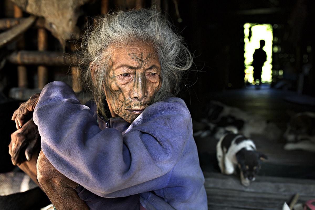 famiglia al completo, tribù chin...