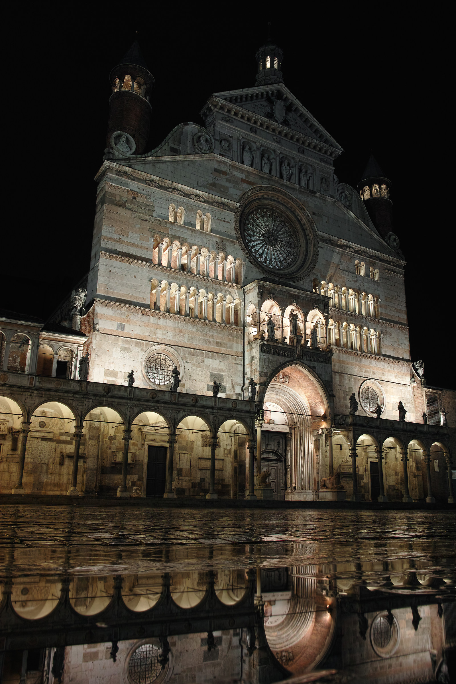 Cremona, Cathedral in the mirror...
