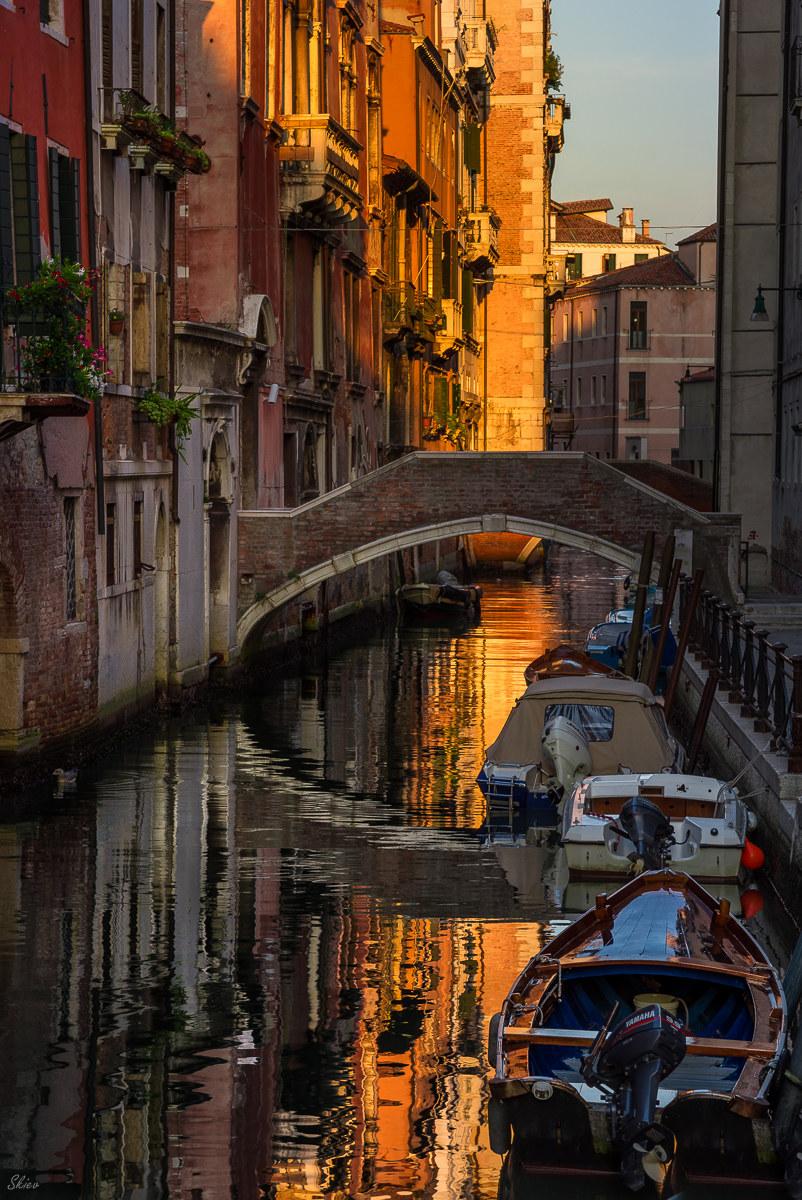 Walking through the bridges of Venice ......