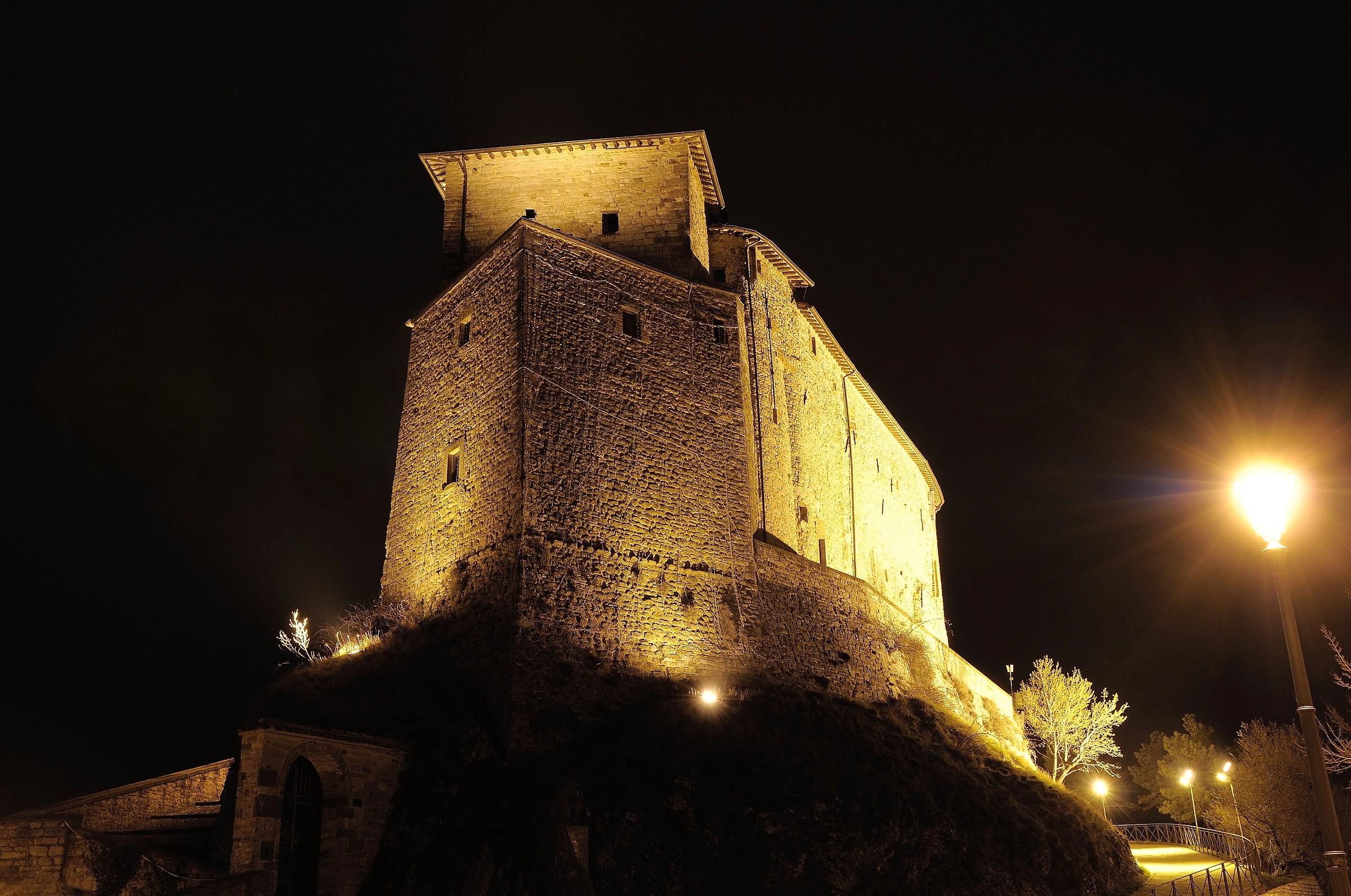 Il castello di frontone juzaphoto for Castello di frontone