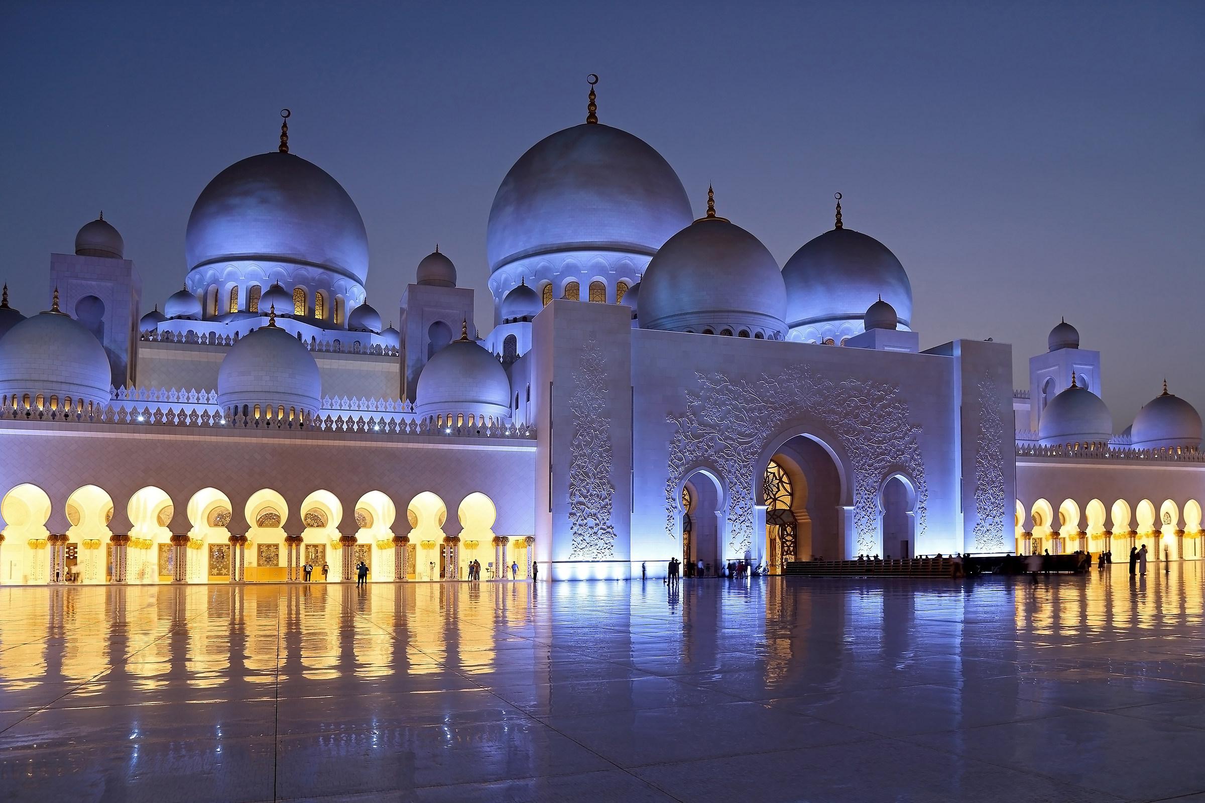 Sheikh Zayed Grand Mosque Abu Dhabi...