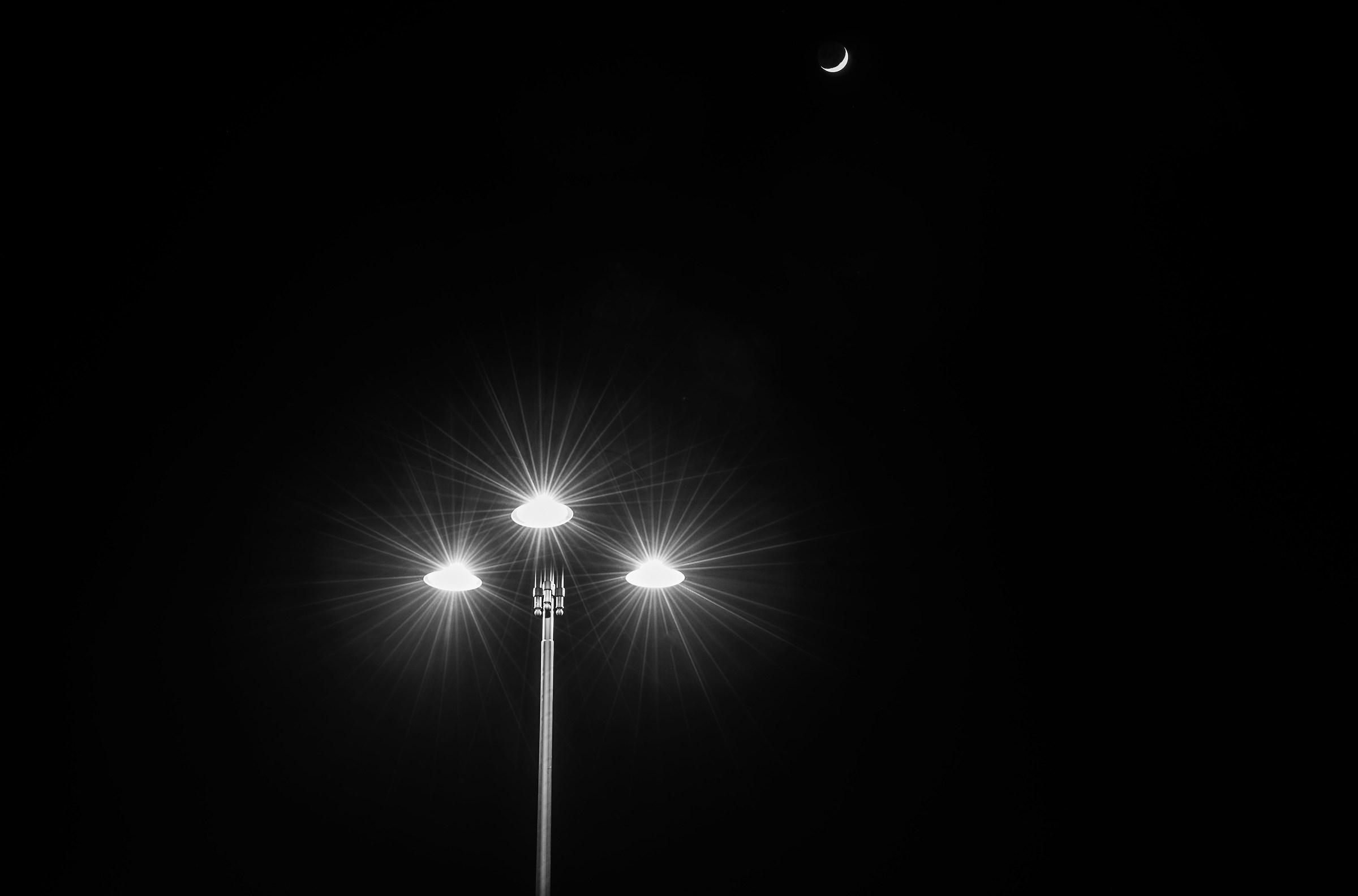 La luce e l'oscurità... tutto il resto è distrazione...