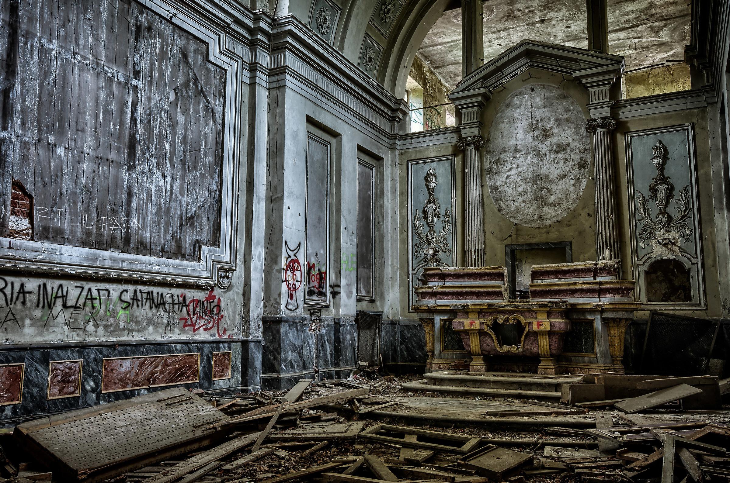 Villa moglia interno chiesetta devastata juzaphoto for Interno j