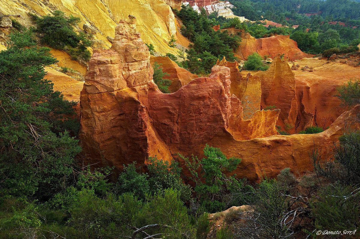 ocher sculptures in Colorado Provencal...
