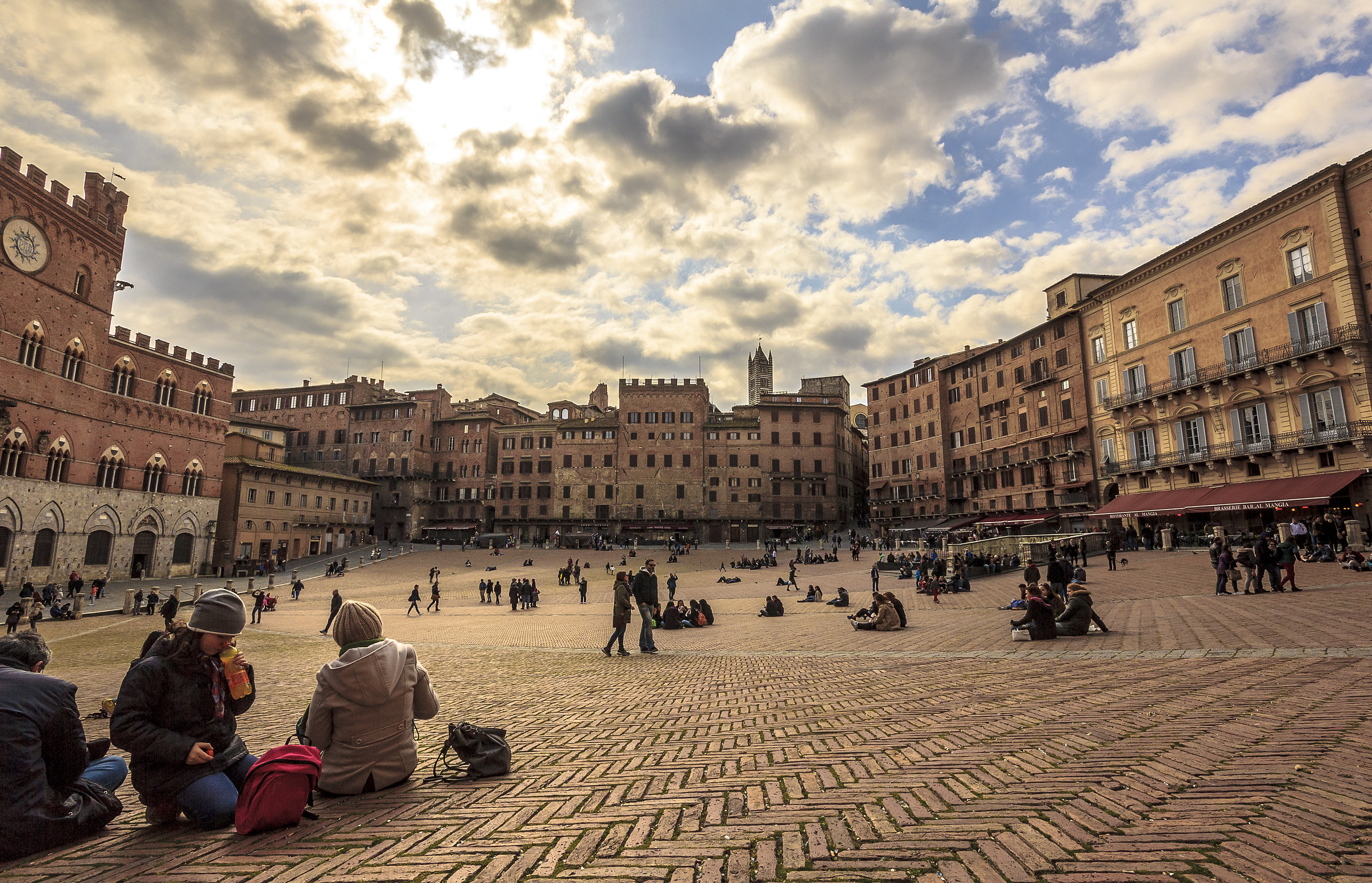 Storie di vita quotidiana in piazza del Campo...