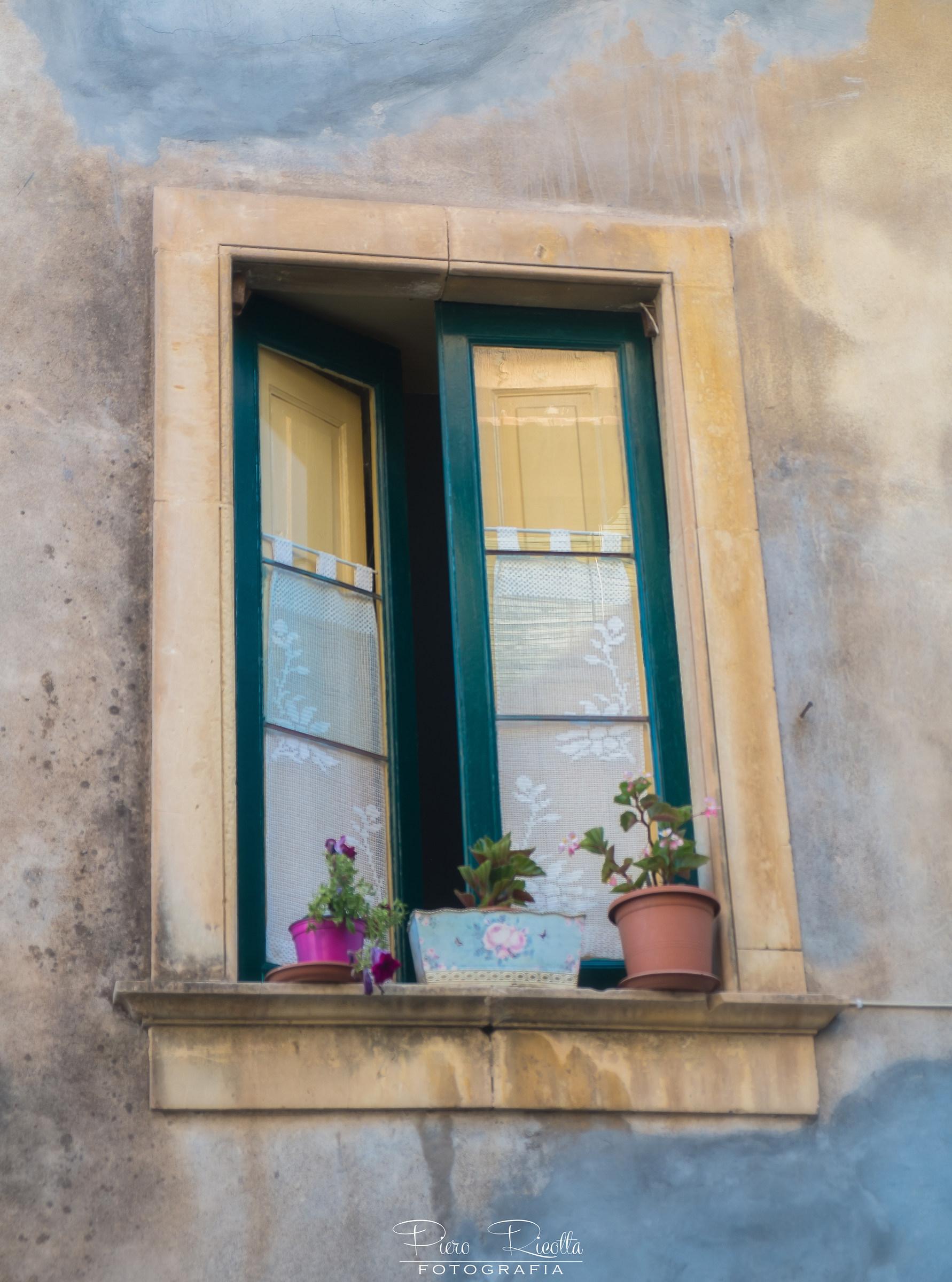 La finestra juzaphoto - Caparezza l infinto la finestra ...