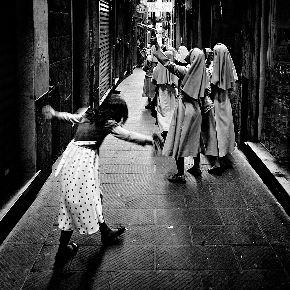 The Gift. Genoa, Caruggi...