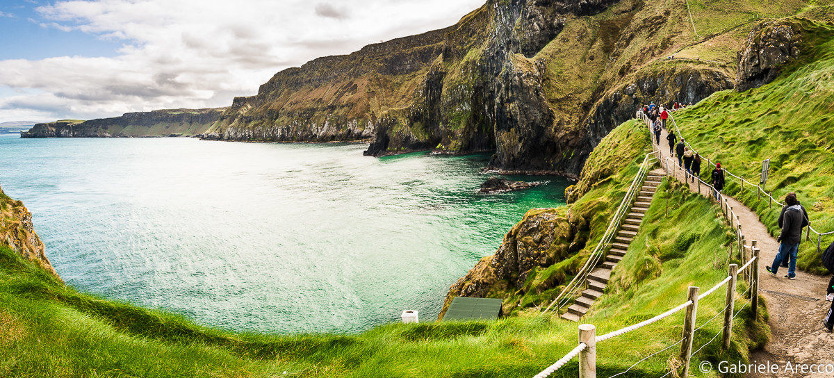 Carrick-a-rede, the path towards the sea...