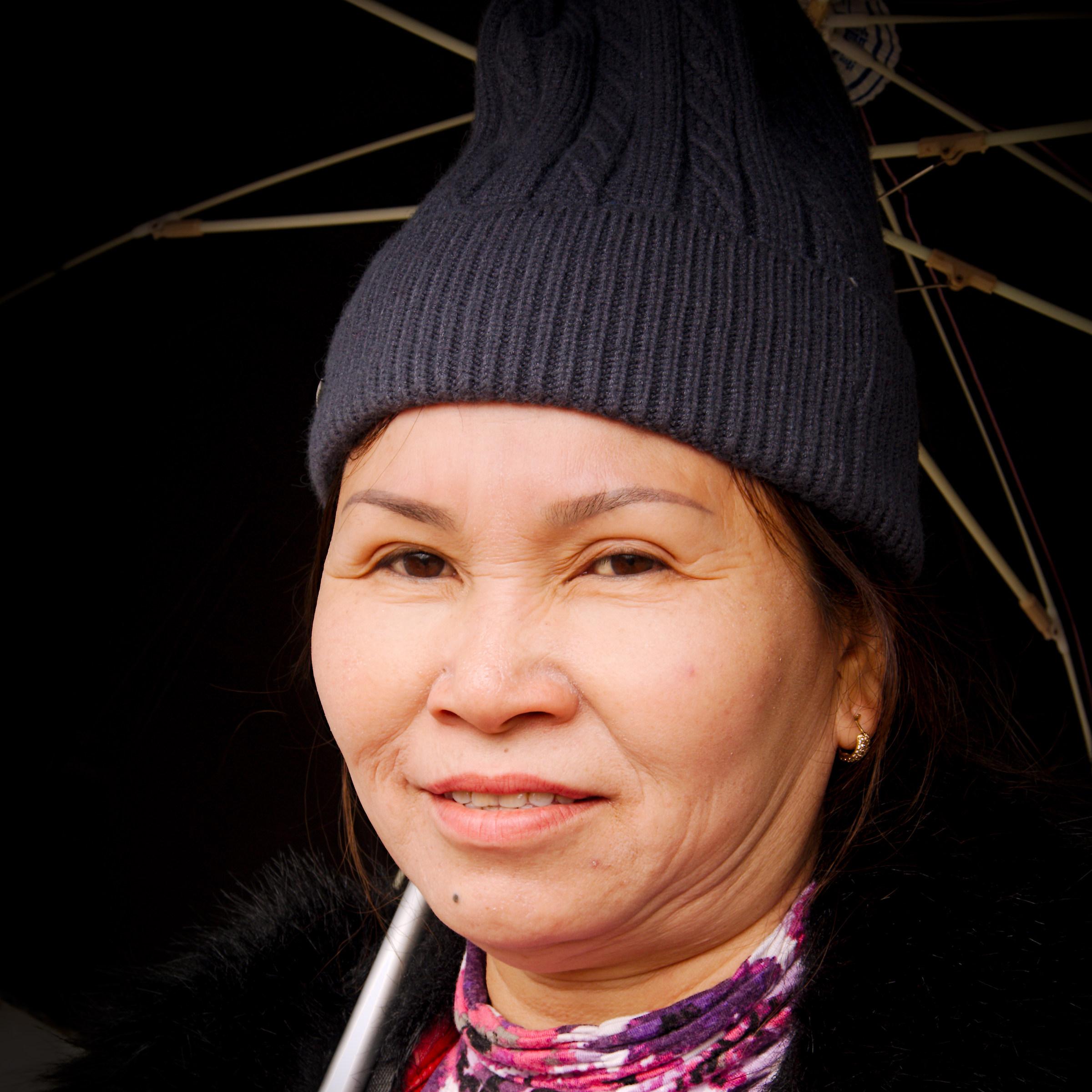 2016 Vietnam, Sapa. Con l'ombrello nero al sole....