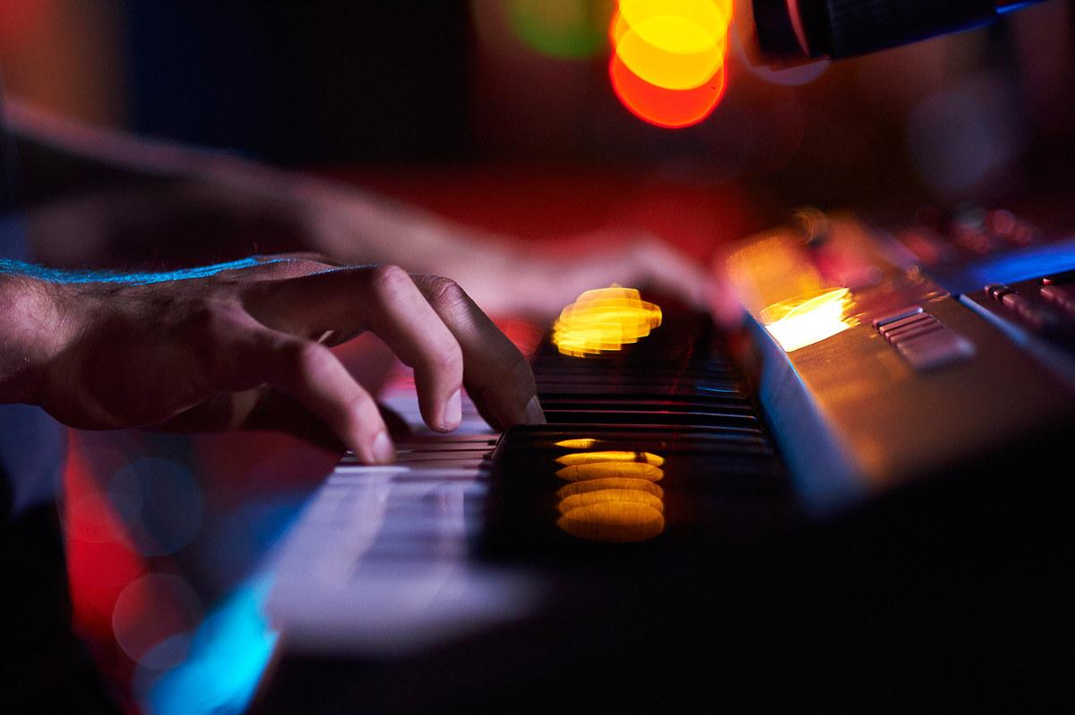 Alle tastiere...