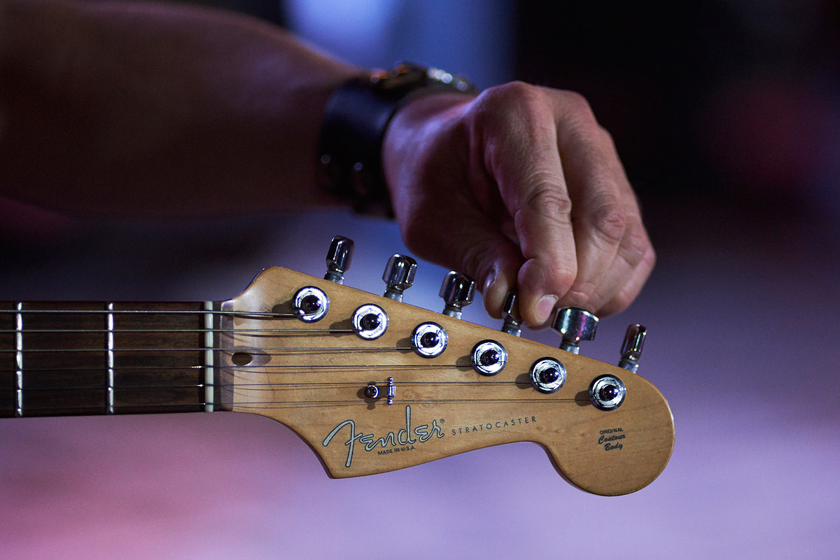Accordando la chitarra...