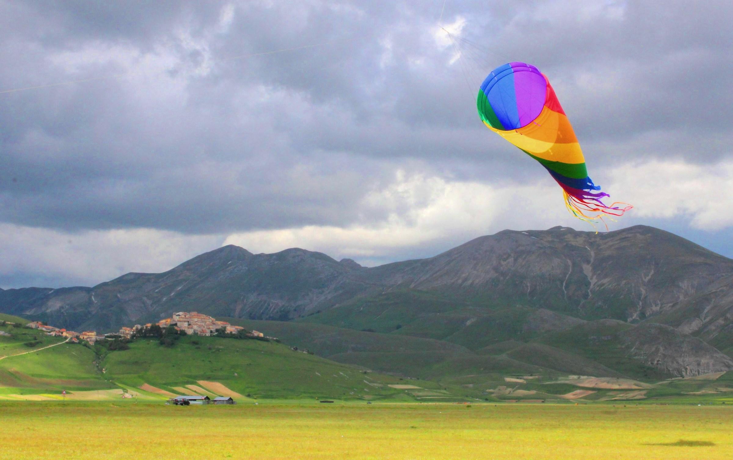 Kites in Castelluccio...