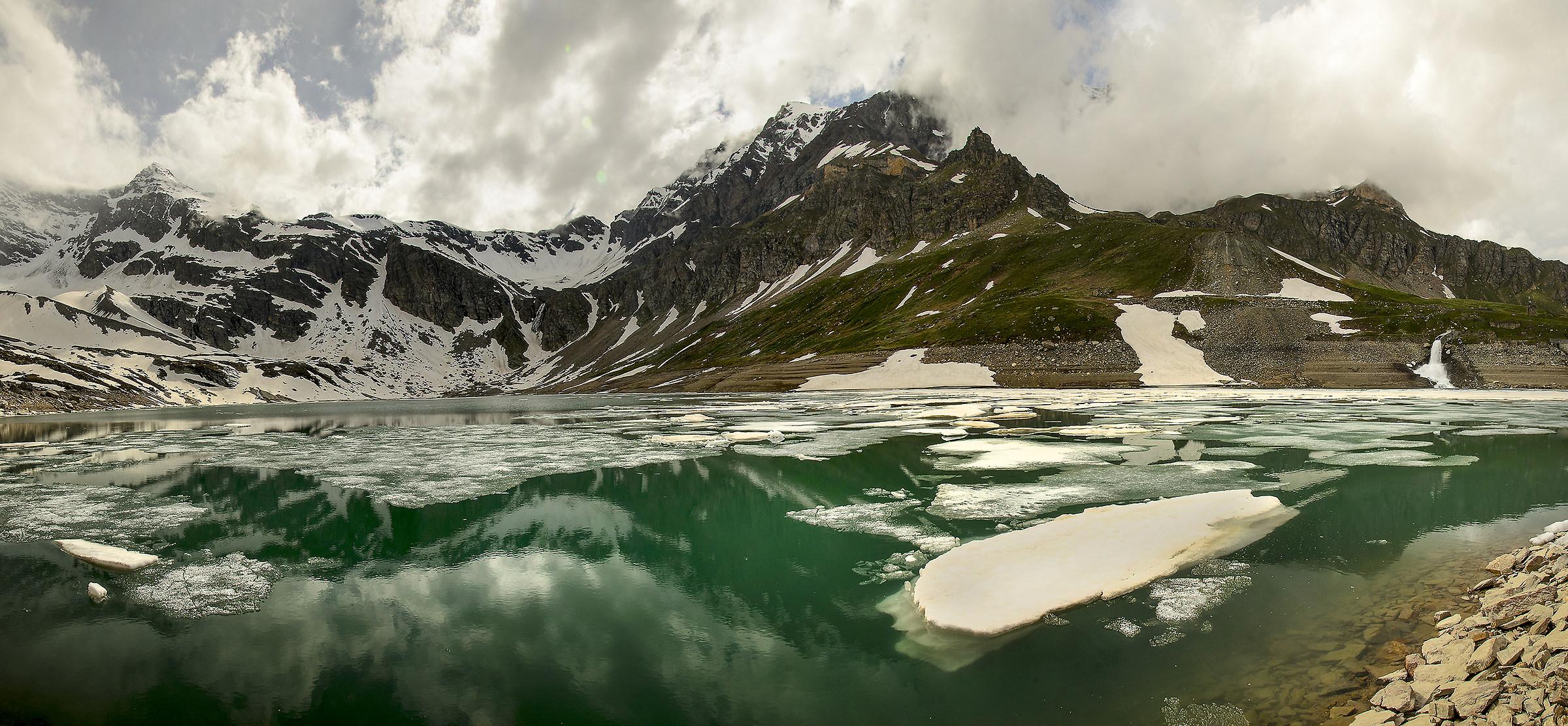 Lake Serrù 2275 Mt....
