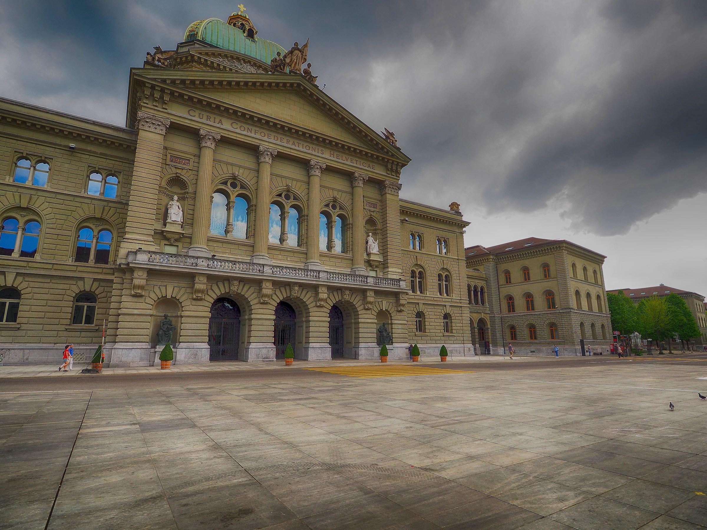 Il parlamento svizzero berna juzaphoto for Il parlamento