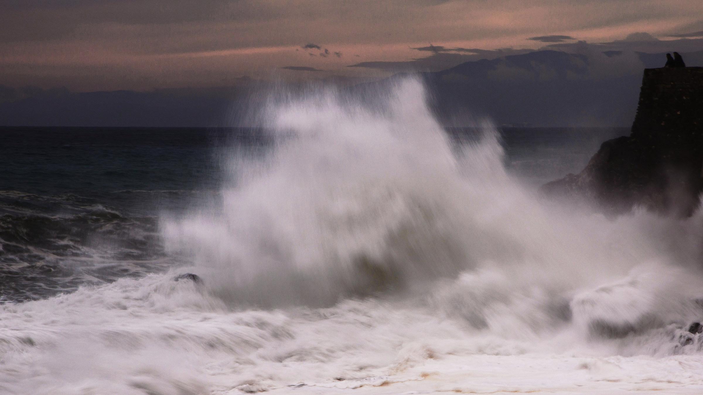Guardando l'onda...