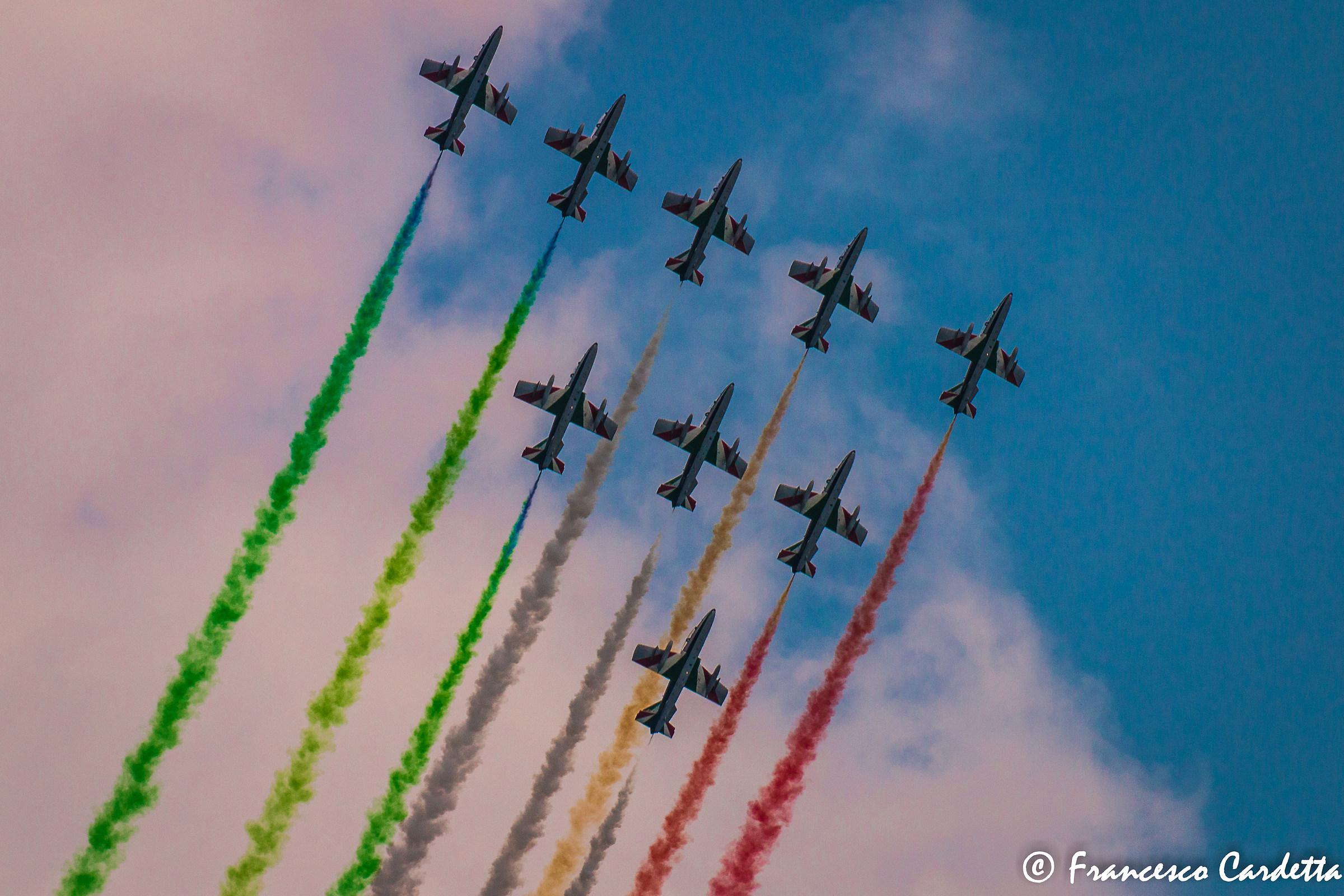 Tricolor upwards ......