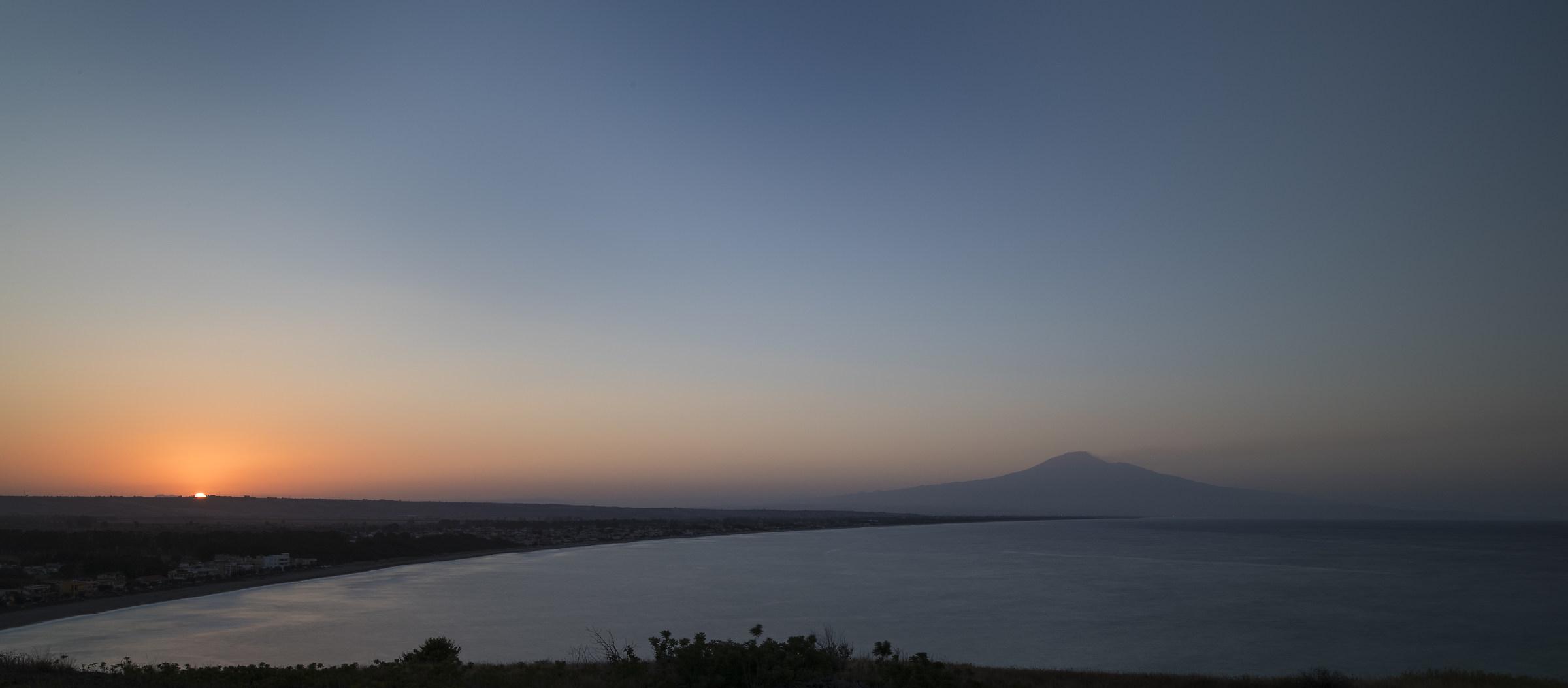Al tramonto, da Costa Saracena verso l'Etna...