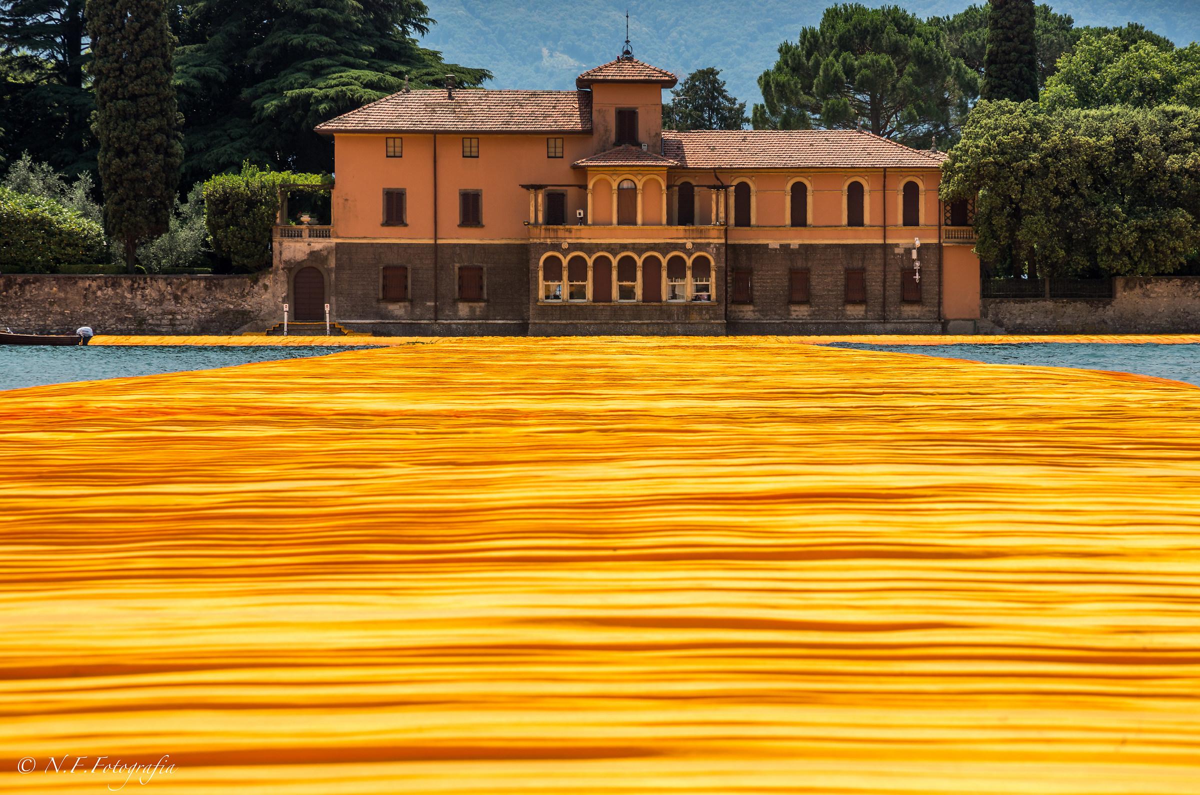 Into the Orange (Floating Piers, Villa Beretta)...