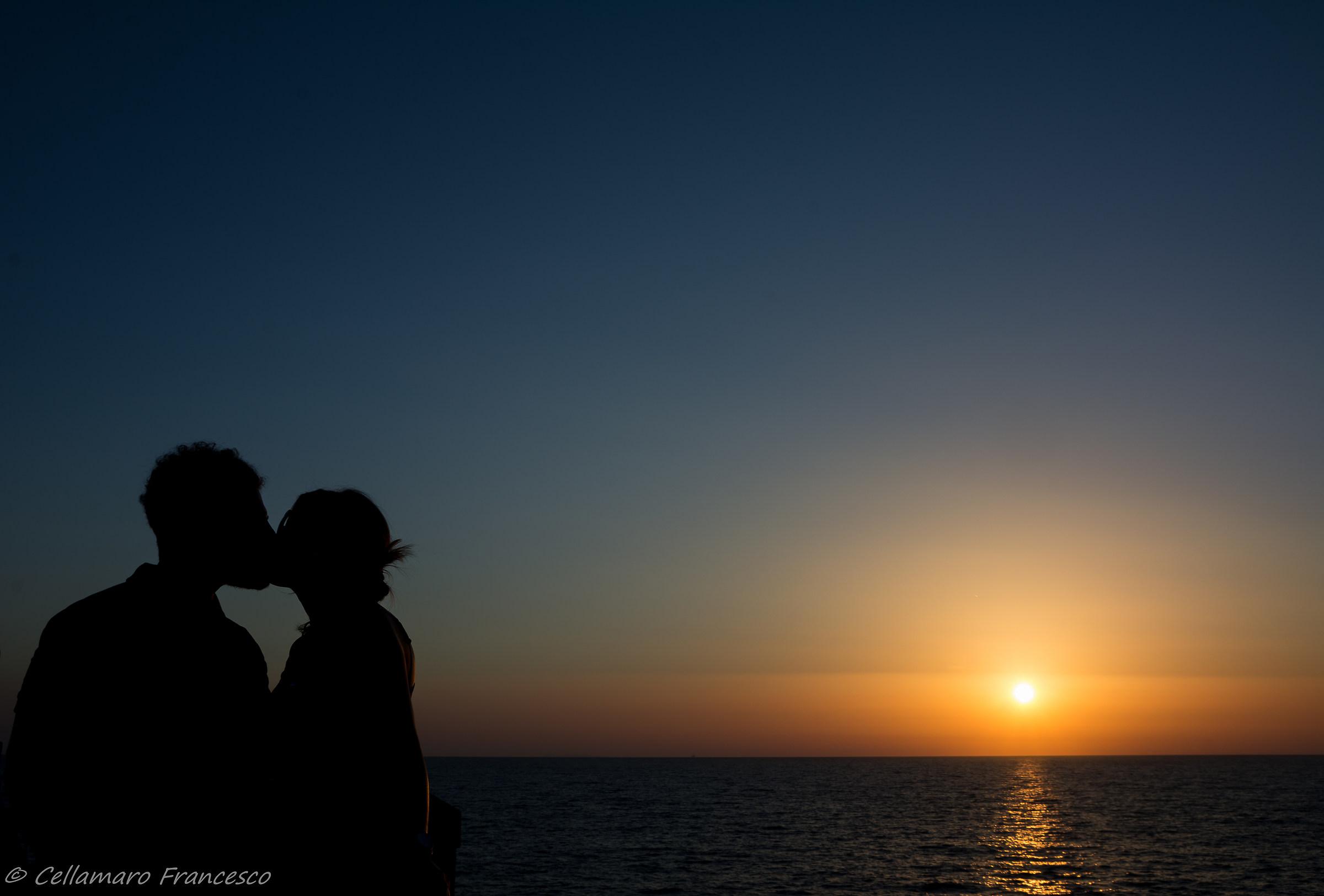 silhouette kiss...