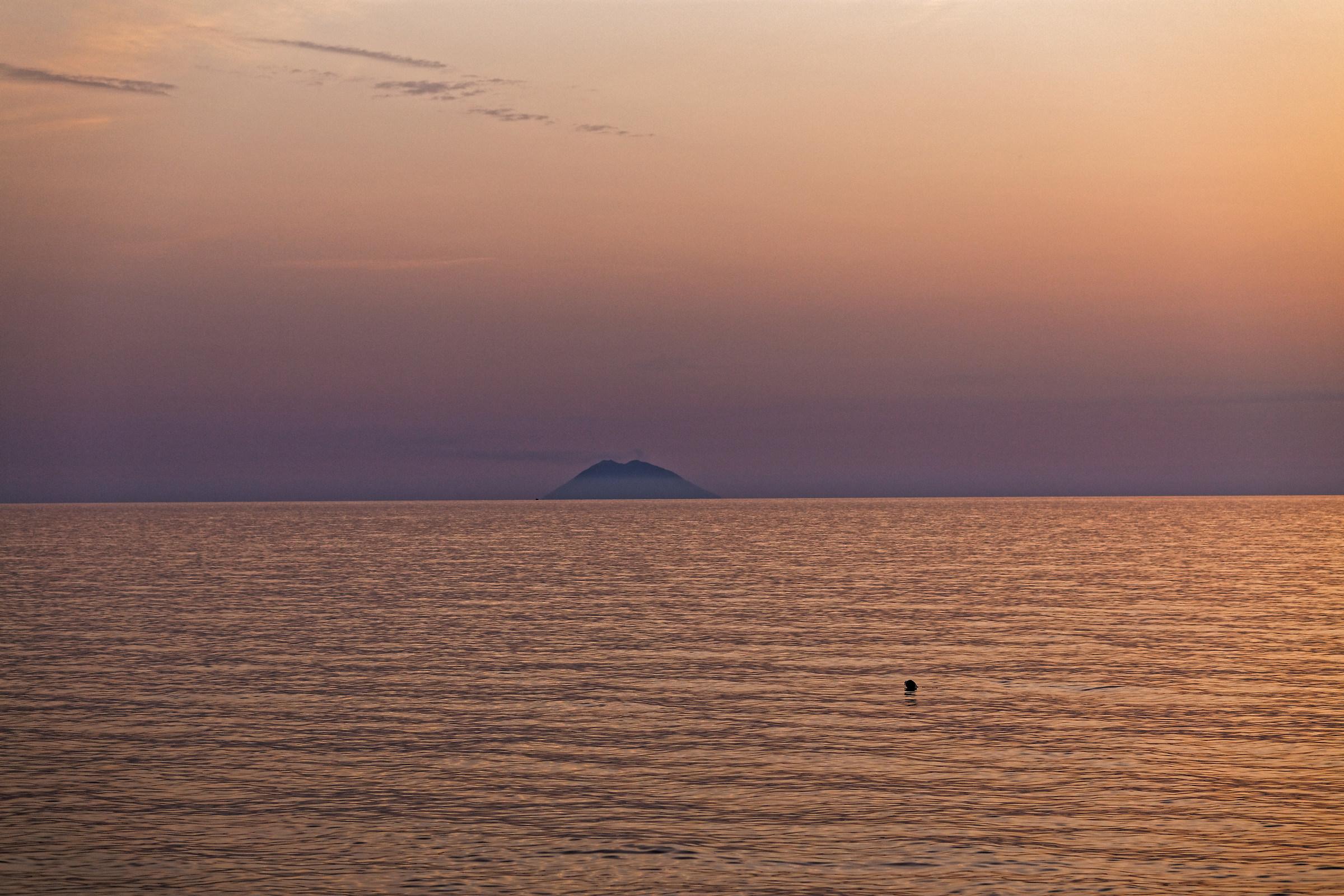 Tramonto da Zambrone (vv) con Stromboli...