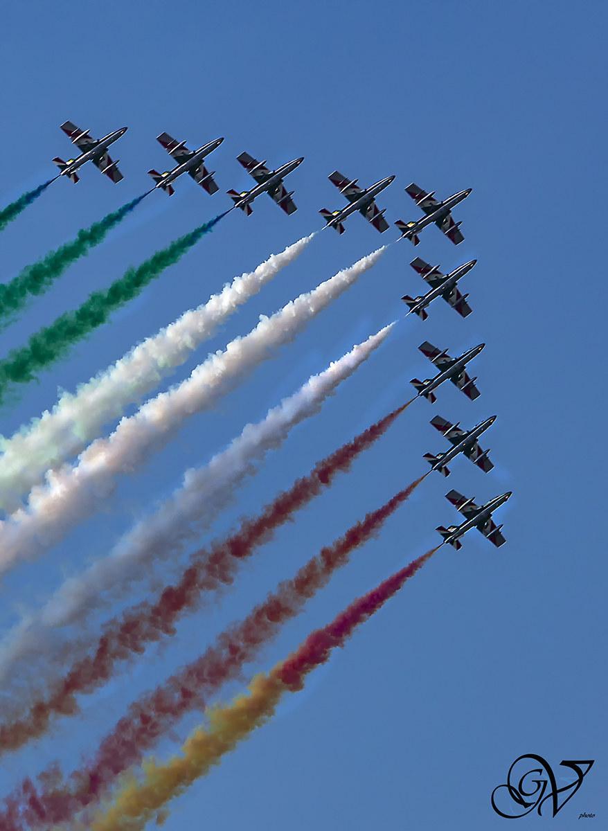 tricolor arrows...