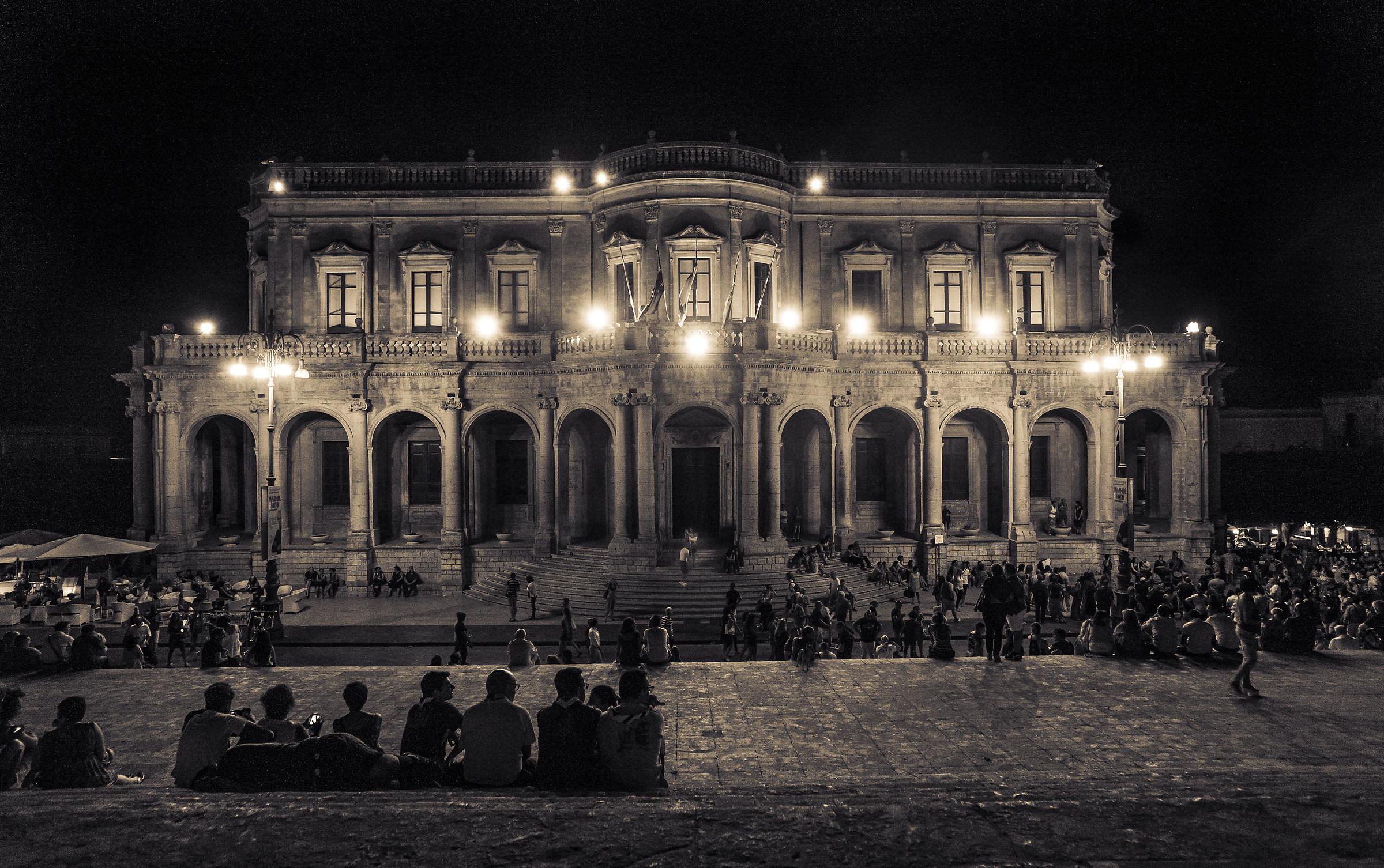 at night Noto...