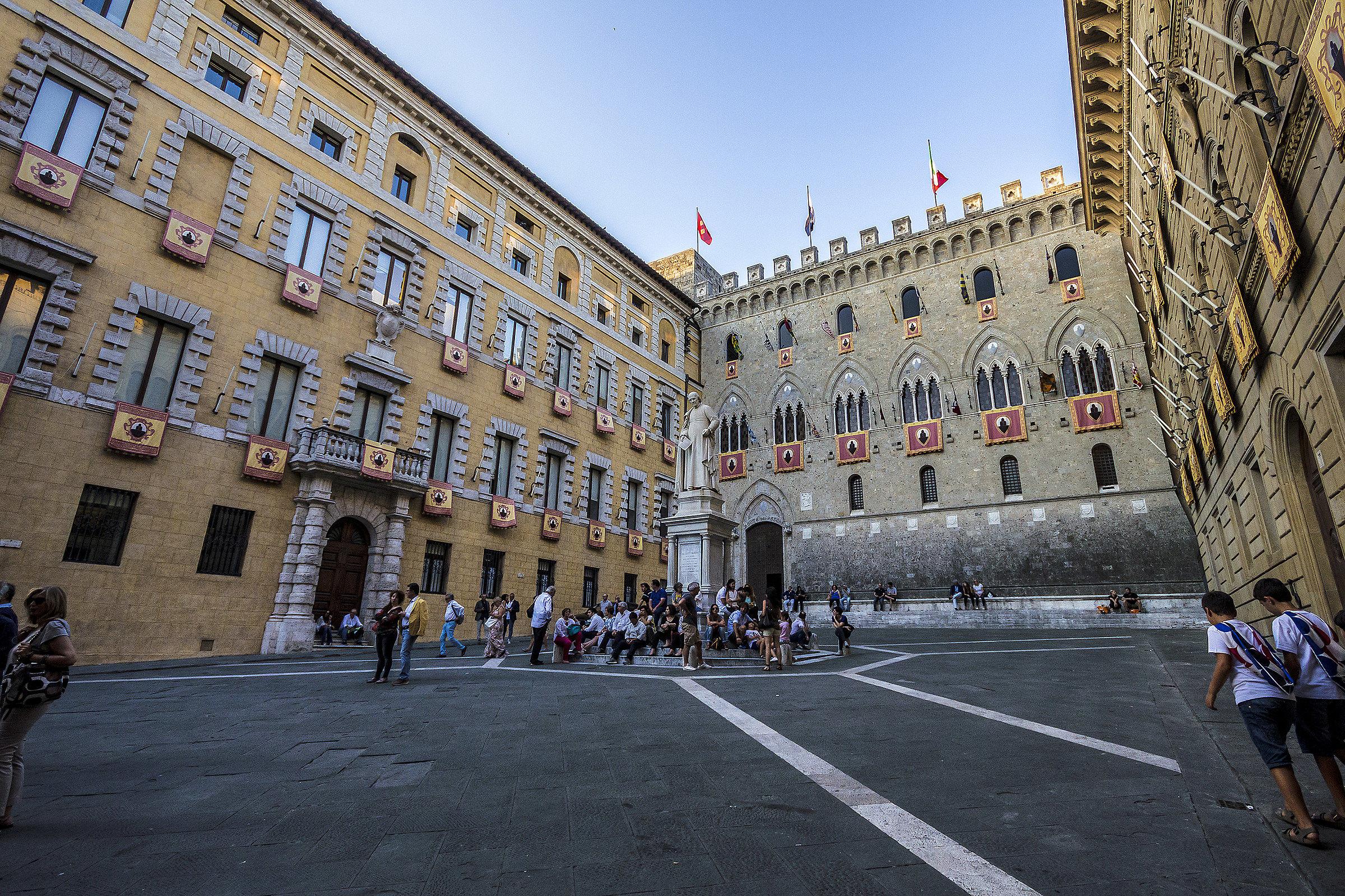 Piazza Salimbeni, Siena...