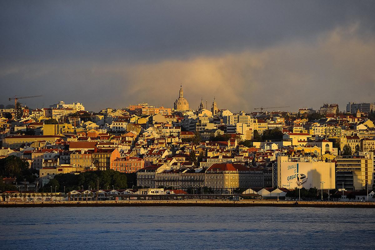 Lisbon, early morning...