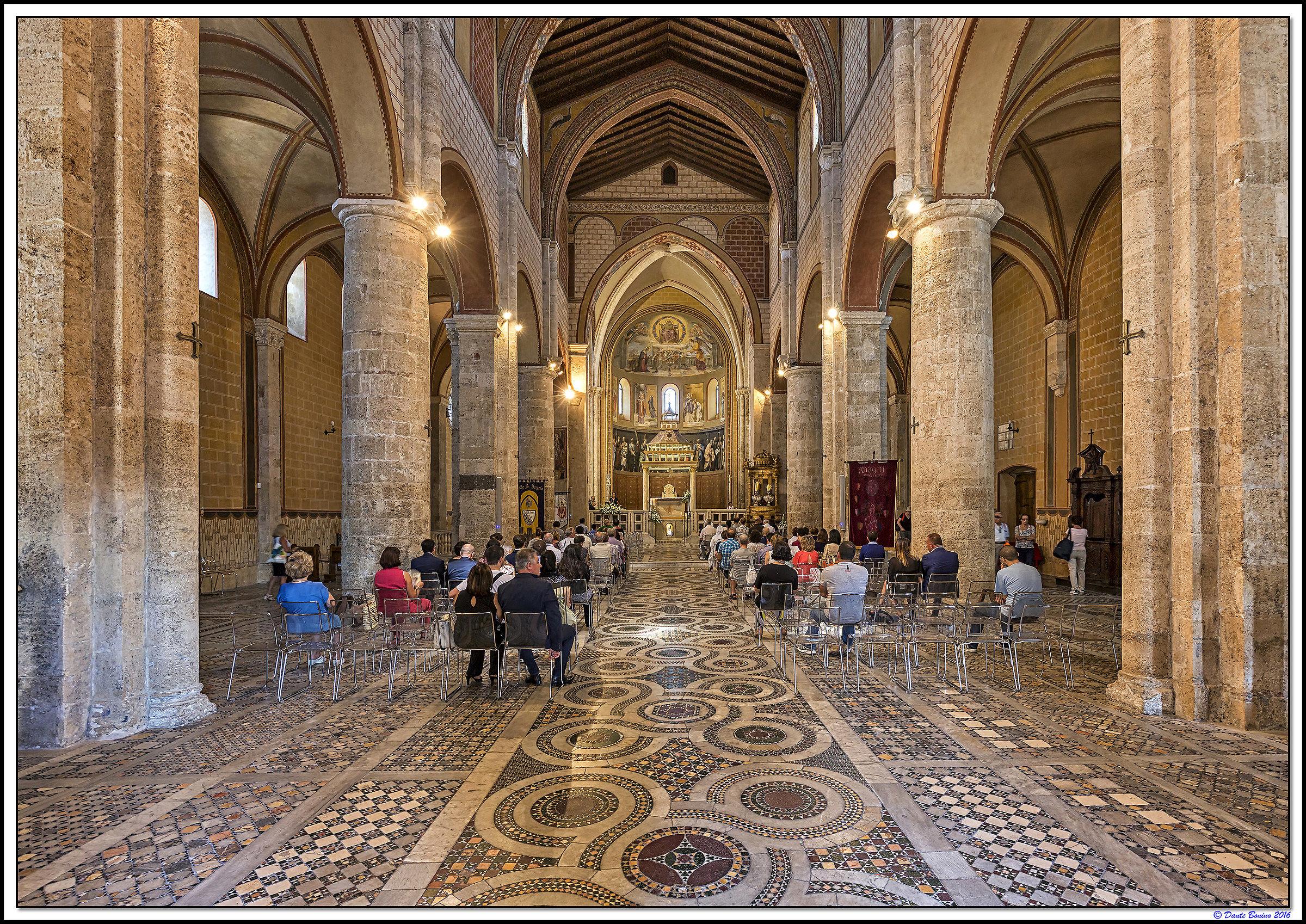Anagni interno cattedrale juzaphoto for Interno j