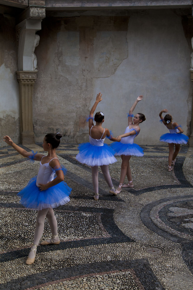 Dancers in Ninfeo...
